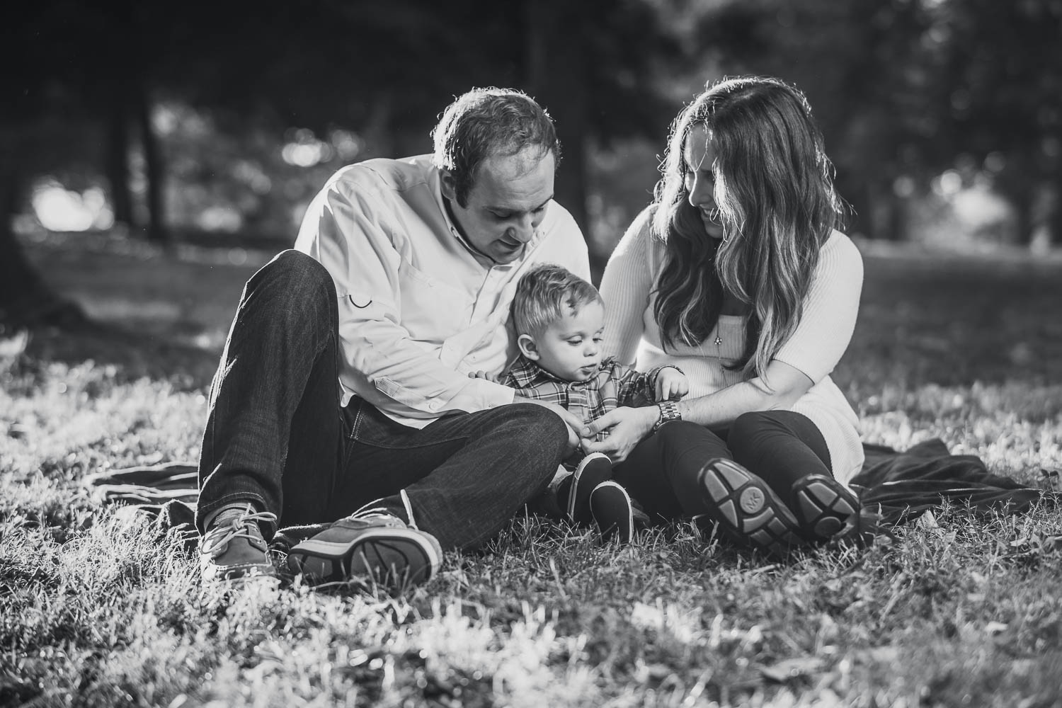 A family poses during a fall family photoshoot in Tower Grove Park.