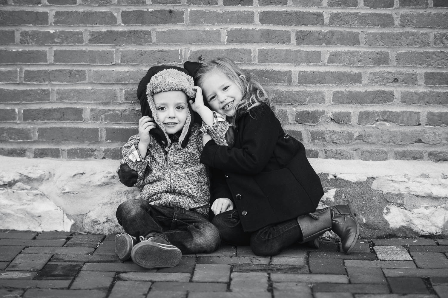 Children pose during their family photography session in St. Charles, Missouri.