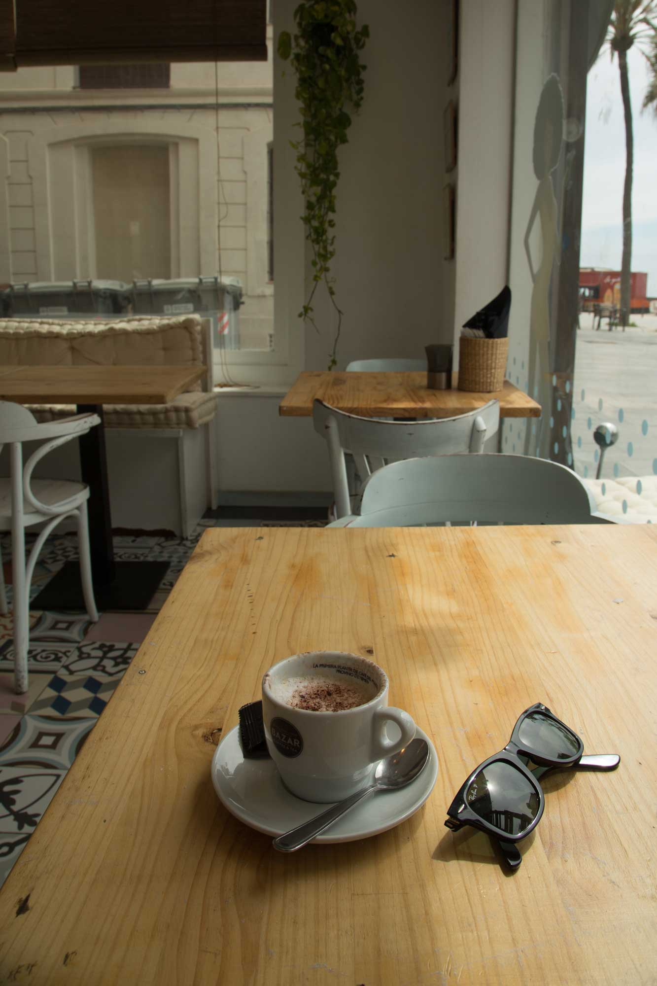 2014 — Coffee at Beach House Barceloneta (now closed).