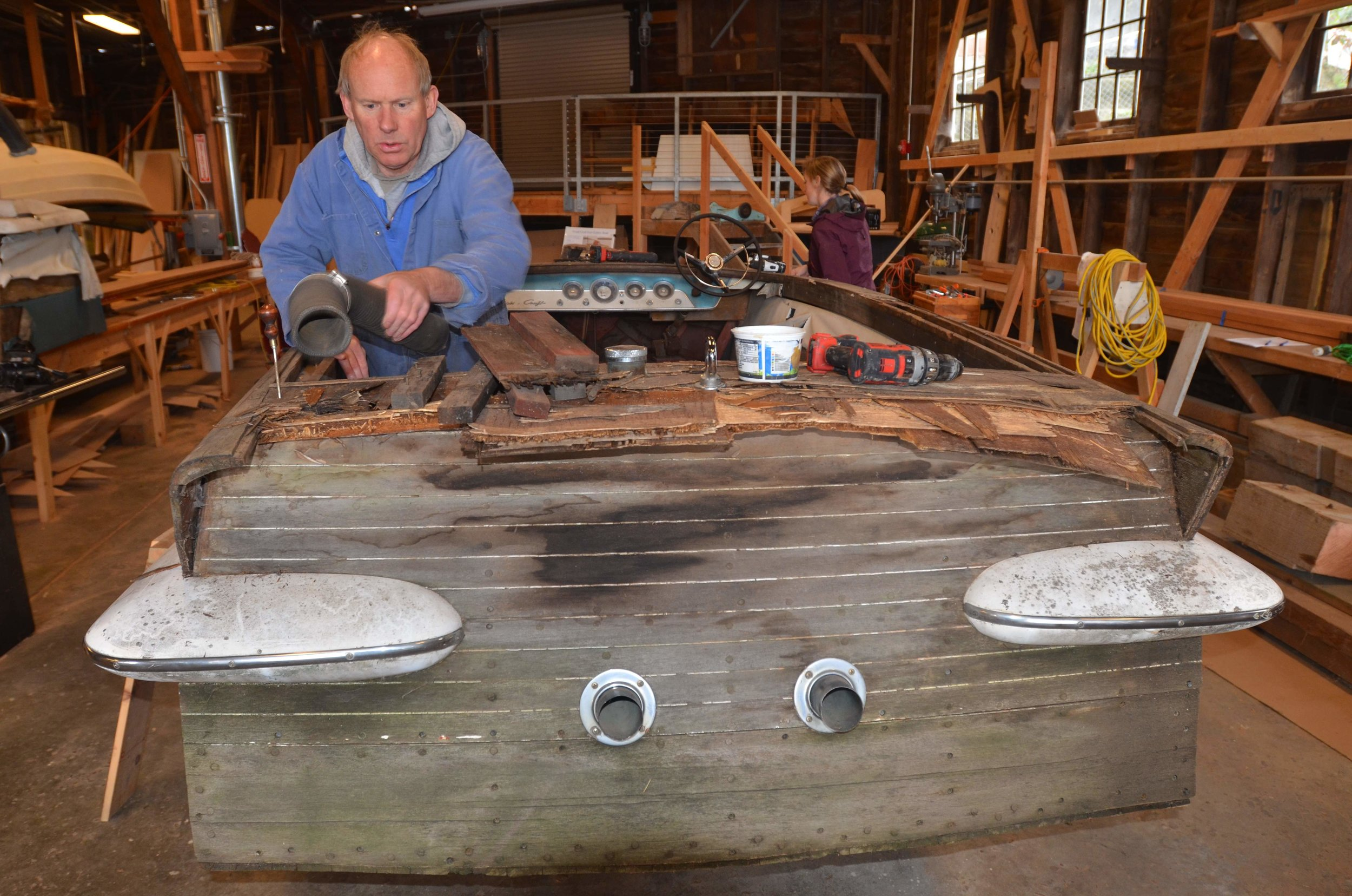 Mentor Bruce Bronson restores a Chris-Craft Super Sport.