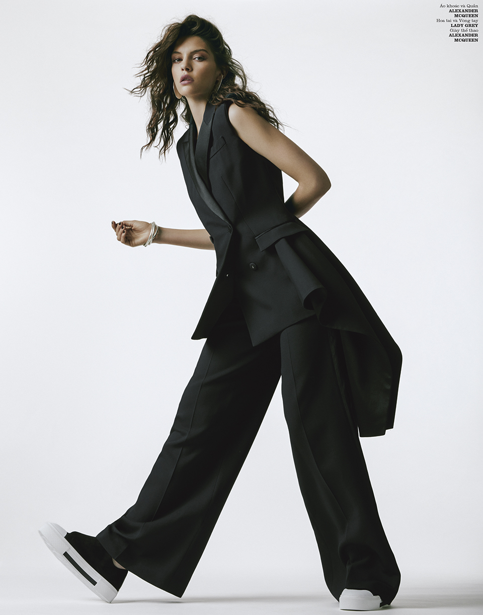 kristine souza stylist kinya  KATE BOGUCHARSKAIA  Alexander McQueen