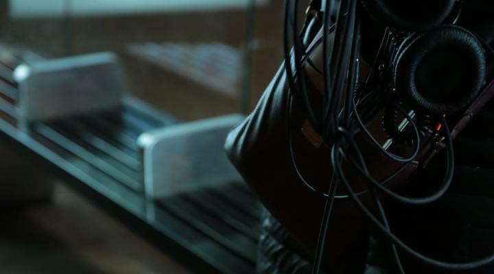 Alexa_Forney_Julia_Lindpaintner_film_equipment
