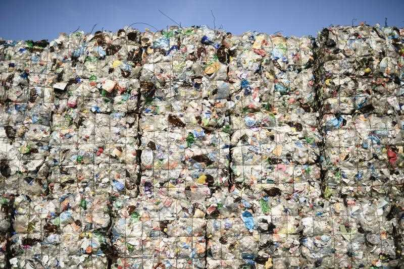 The European Parliament has voted 560 to 35 in favour of banning 10 single-use plastics.    Source:  AAP