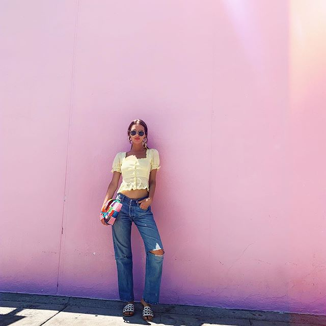 Not that pink wall.... I'm not that basic....🐙🐙🌸🌸 #LA #AreaKB #Ootd #basic