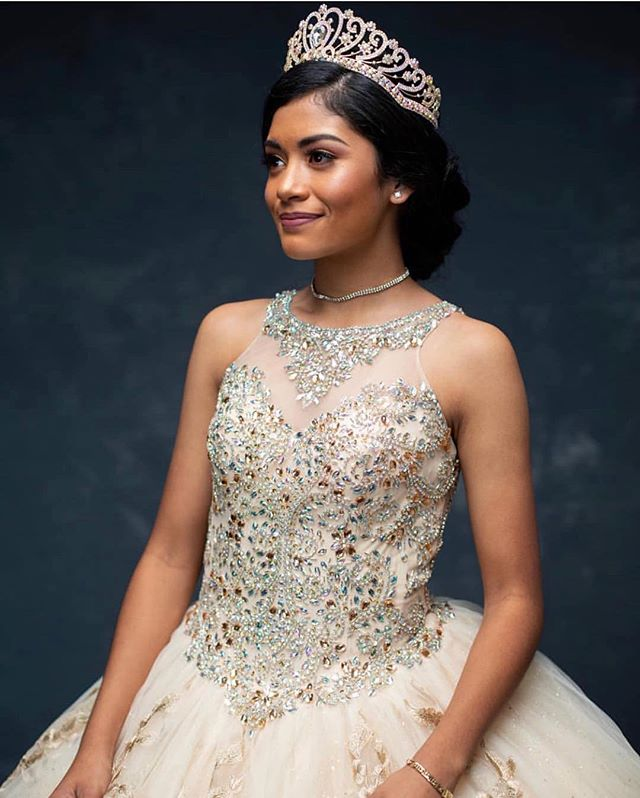 Beautiful Karime's Quinceañera Shoot.  Such a sweet young lady with the awesomest family. 🧡⠀ ⠀ Hair and makeup by @loveofwildcat⠀ .⠀ .⠀ .⠀ .⠀ .⠀ #austinsalon #austinhairstylist #austinhair #austinstyle #hairaustin #salonaustin #hairsalonaustin #coloristaustin #styleaustin #balayageaustin #customcolor #customcoloraustin ⠀ #austininfluencer #austinbeauty #austinlashlift #austinwoman #austinmom #austinbusiness #austininsta #austinbrows #austinlashes #austinlatina #austinlocals #austinsalon #austinmicroblading #austintexas #austinlocal