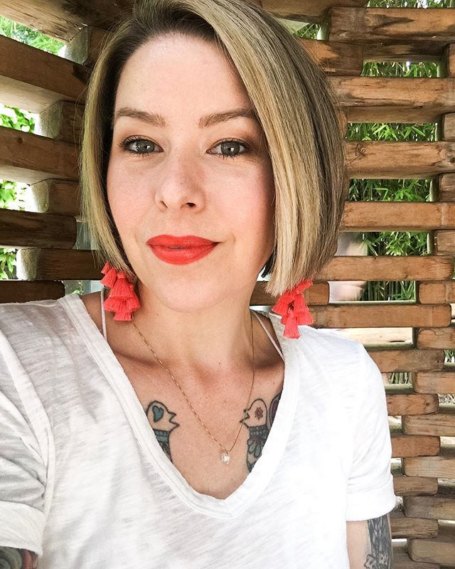 Happy Memorial Day Friends! We've had a very relaxing weekend that was long overdue and I hope you're having a great one as well! —— I'm wearing Beautycounter Red Color Intense Lipstick today in honor of Memorial Day 💄 —— #redlips #cleanbeauty #whoknewlipstickcouldberevolutionary #mascara #honestbeauty #betterbeauty #beautymadebetter #saferbeauty #cleanbeautyblogger #wedeservebetter #nontoxicbeauty #momlife #bossbabe #workingmom #makeup #cleanmakeupartist #beautycounter
