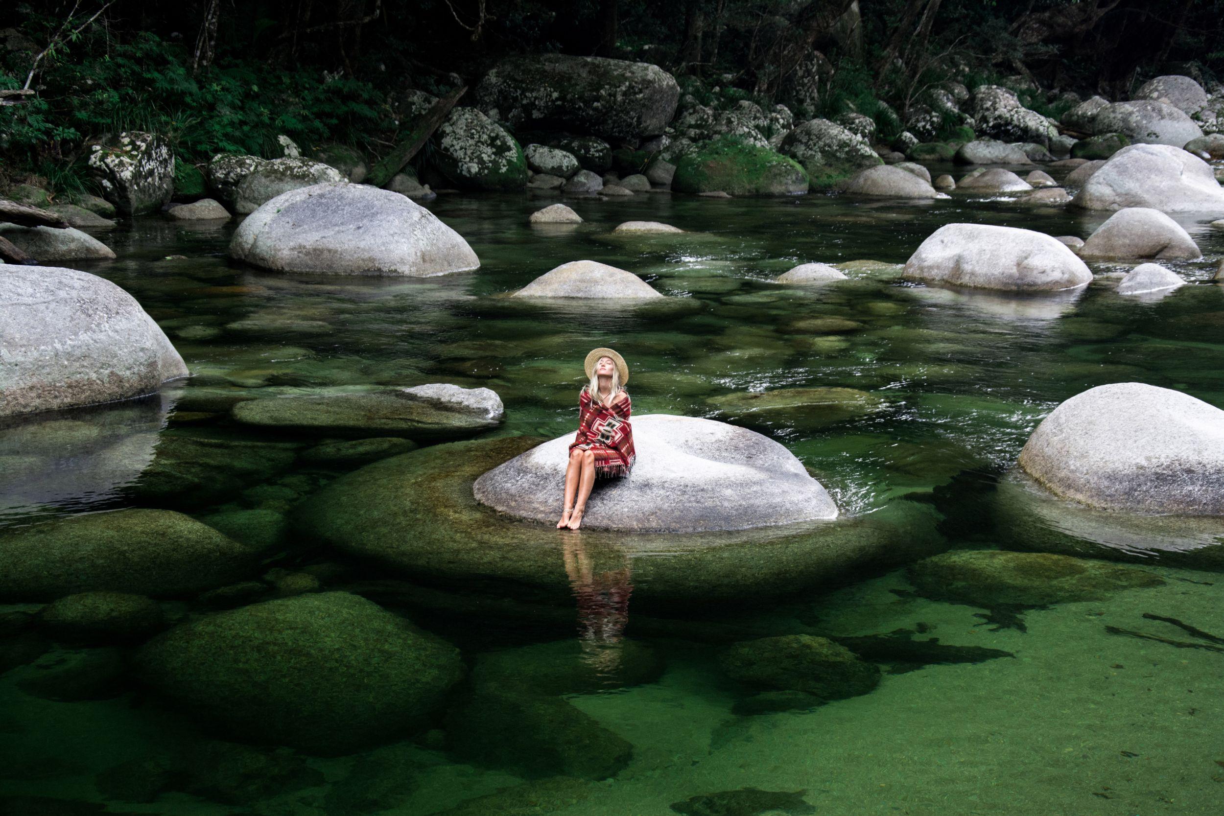 Silky-Oaks-Lodge_The-Daintree_Mossman-Gorge-Woman.jpg