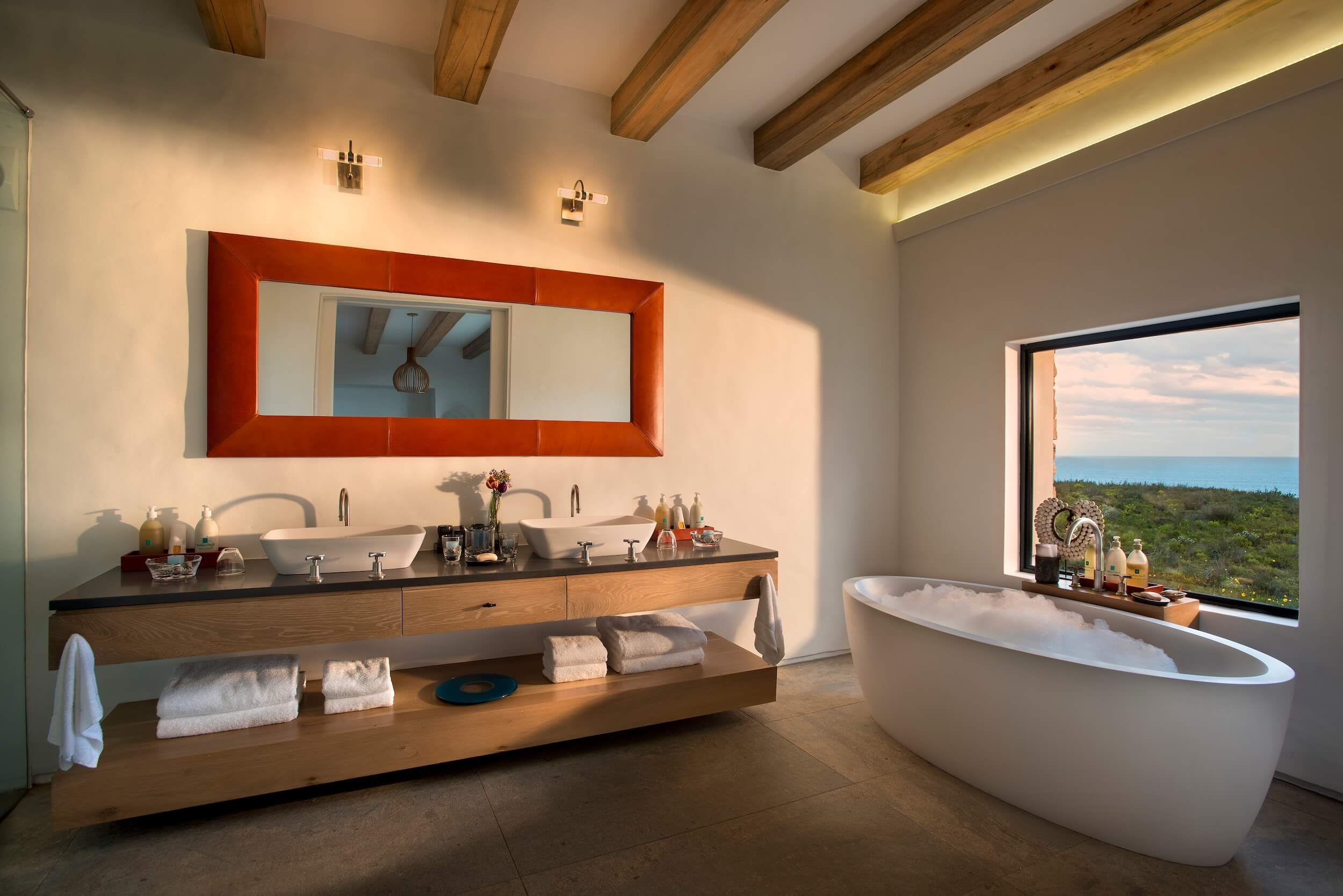Morukuru Ocean House - bathroom with a view.JPG