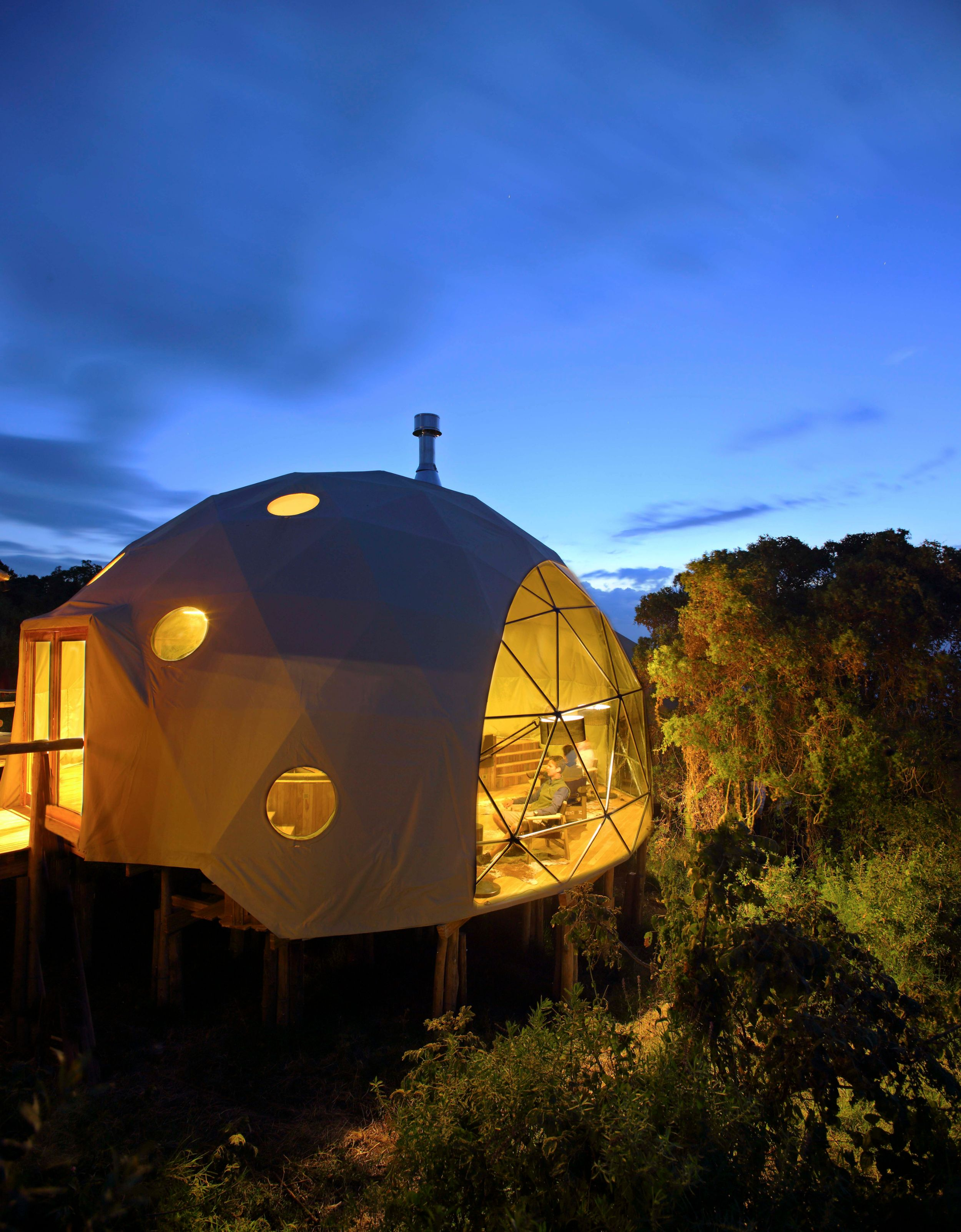 The-Highlands-lounge-dome-at-night.jpg