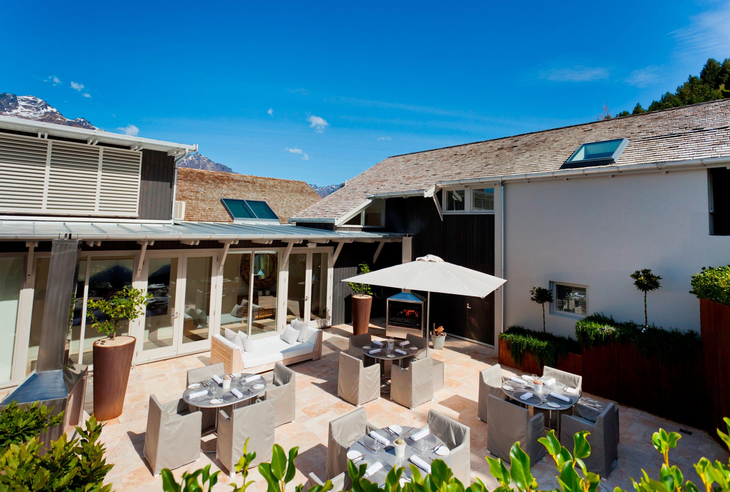Courtyard-Dining.jpg