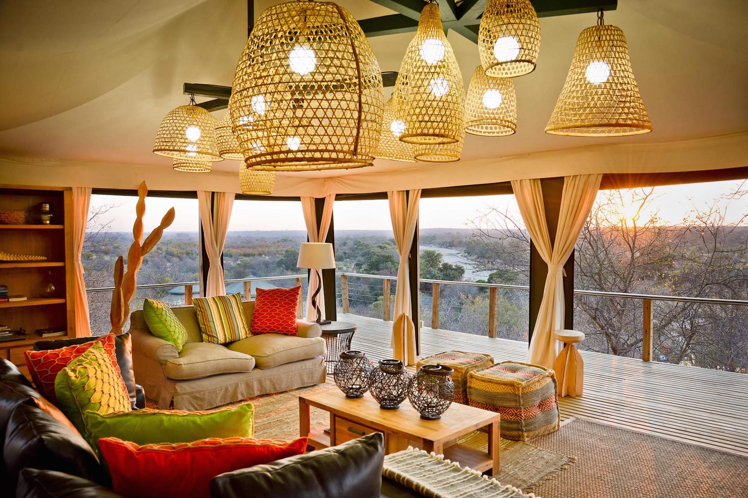 Simbavati Hilltop Lounge (1).jpg