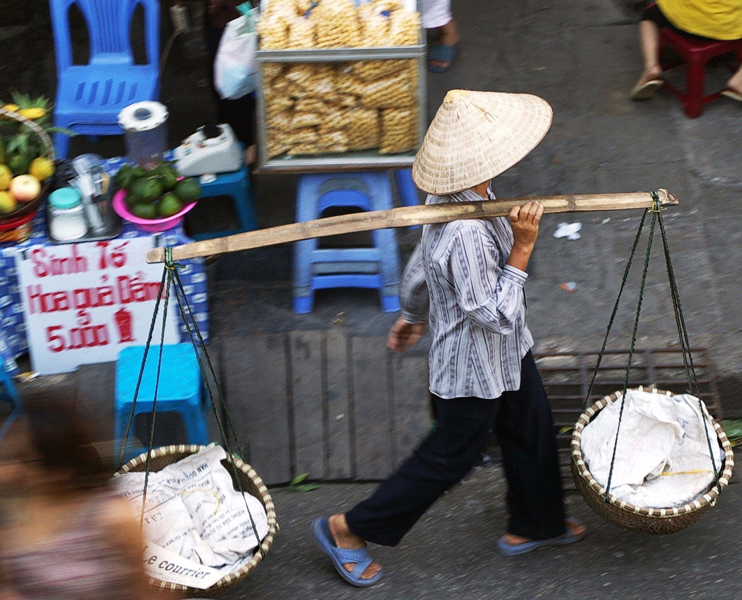 street_vendor_with_yoke_vietnam.jpg