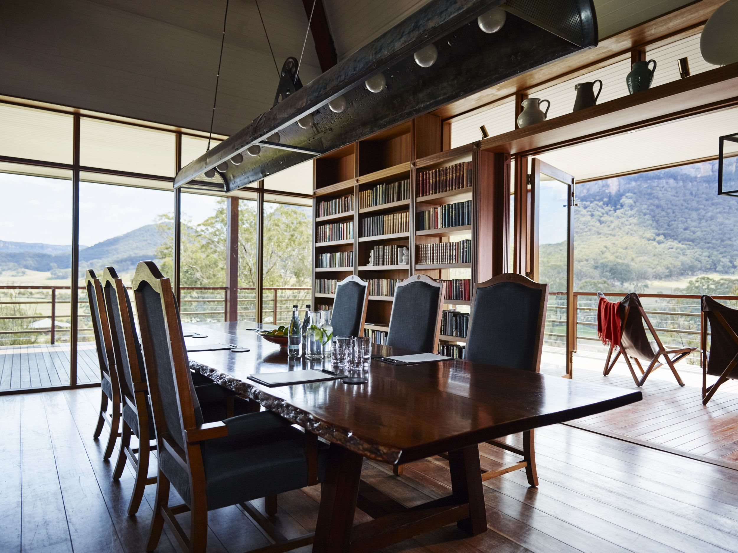 emirates-oneonly-wolgan-valley_blue-mountains_private-dining-room.jpg