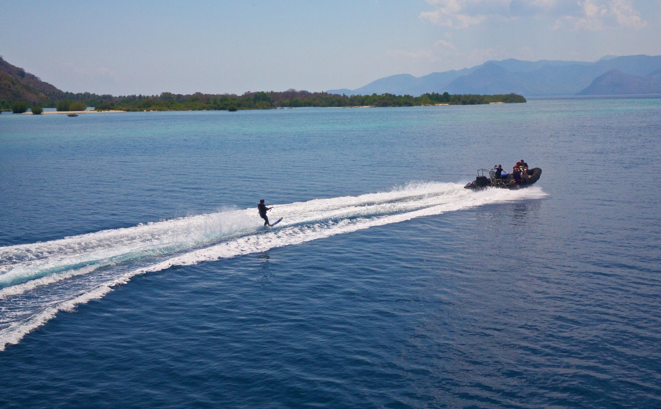 Waterskiing 3.jpg