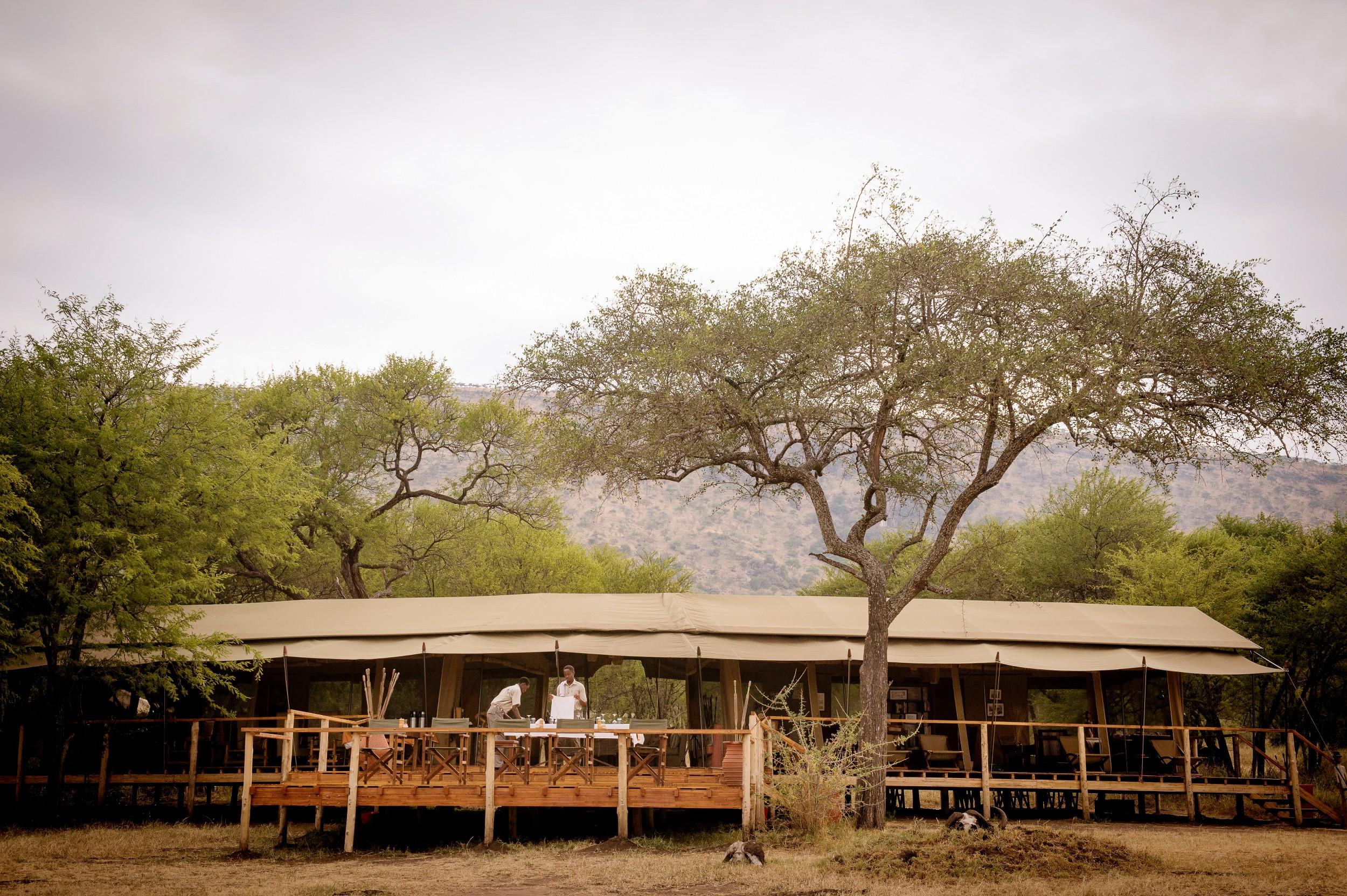 Dunia-Camp-mess-tent-exterioir-3-Eliza-Deacon-HR.jpg