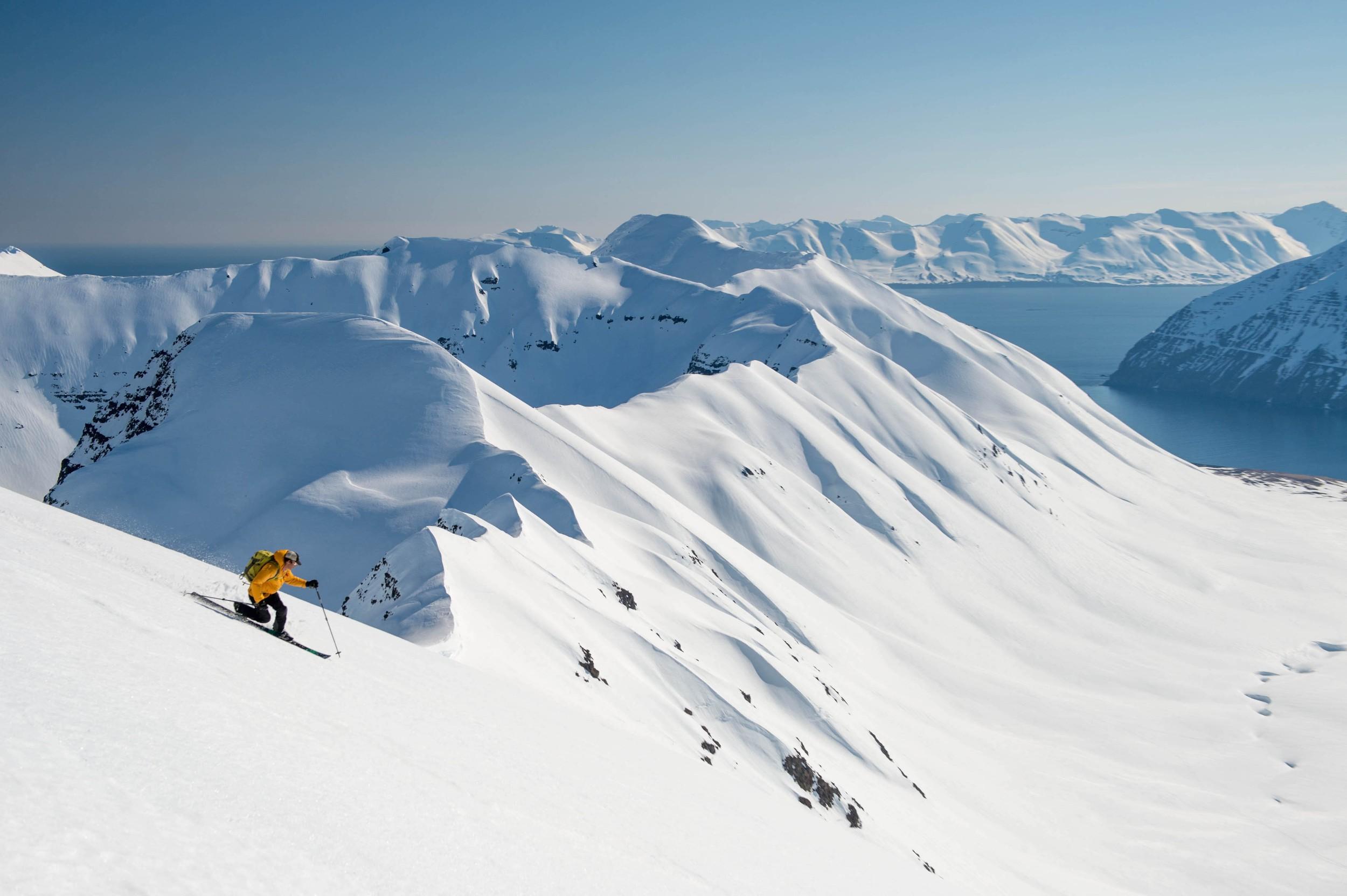IcelandHeliSkiing14-5483.jpg