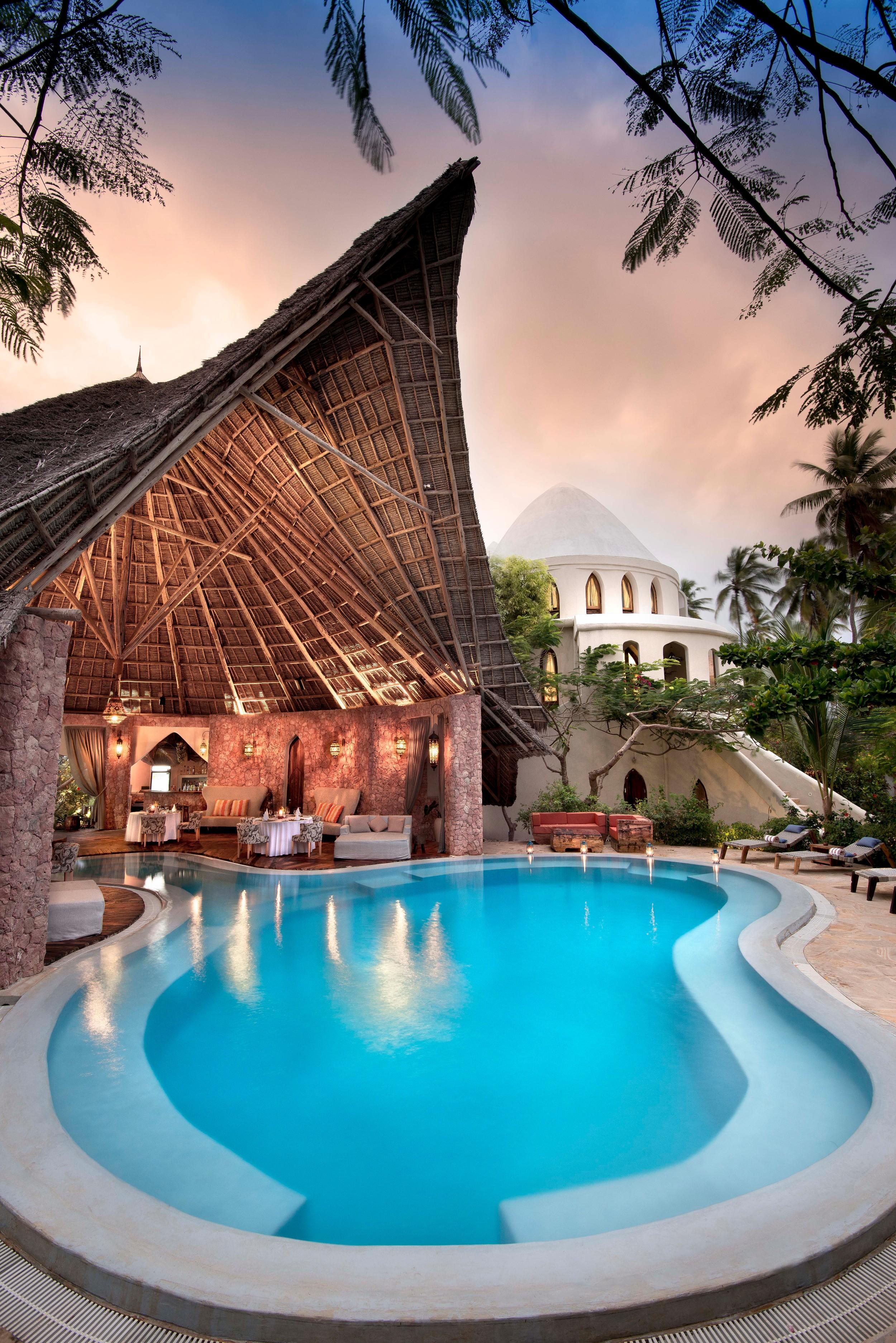 Restaurant & Pool.jpg