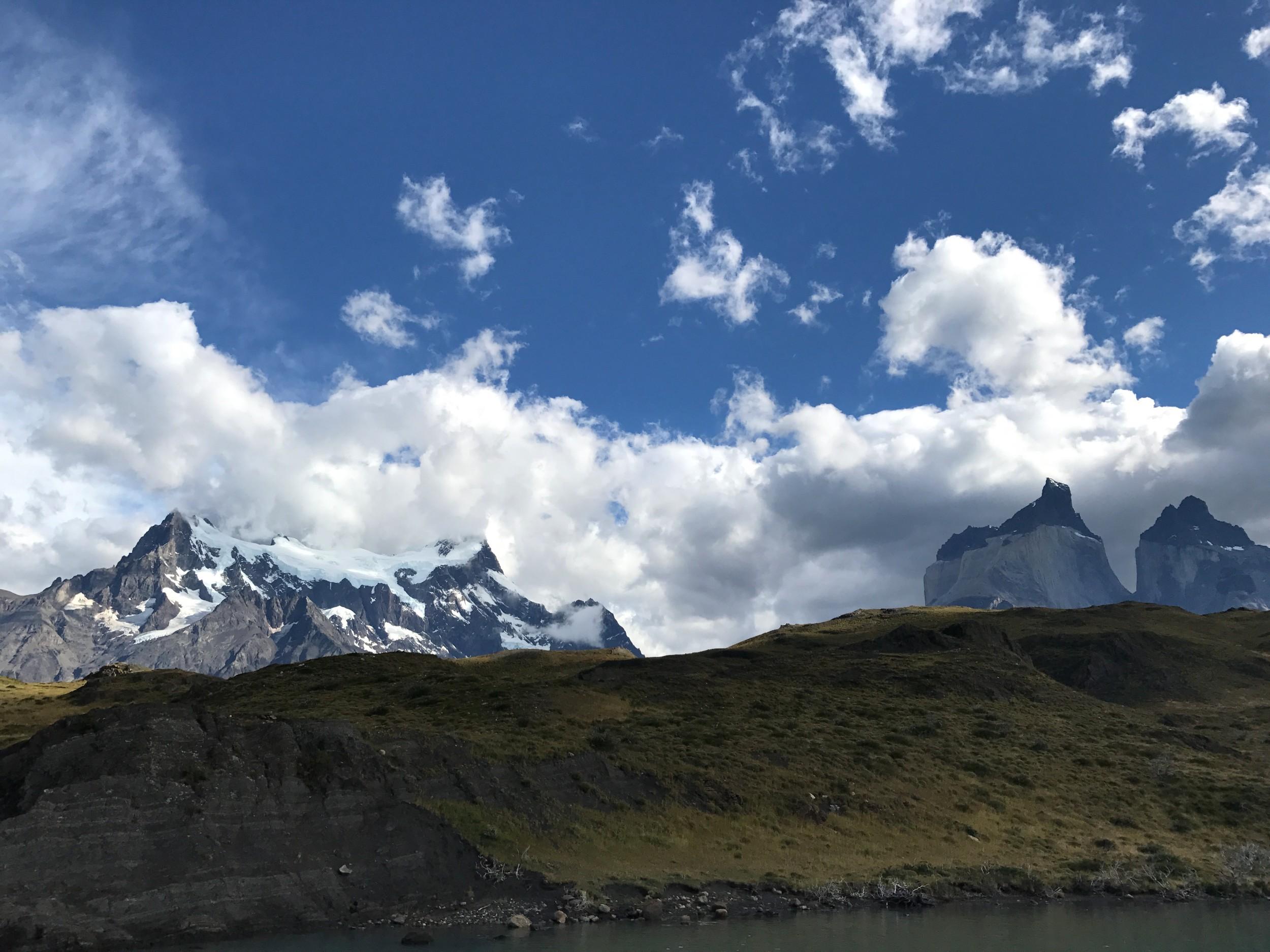 Torres_del_paine_snow_peaks.jpg
