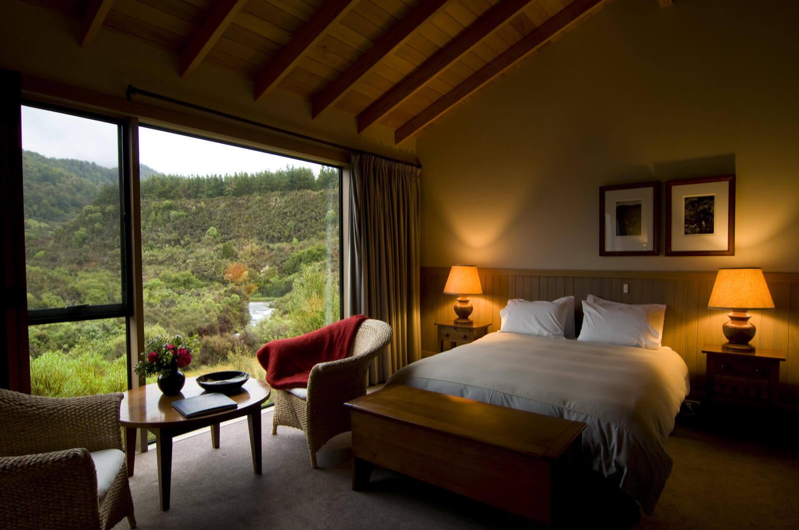 luxury_fly_fishing_sporting_lodge_bedroom - WEBSITE.jpg