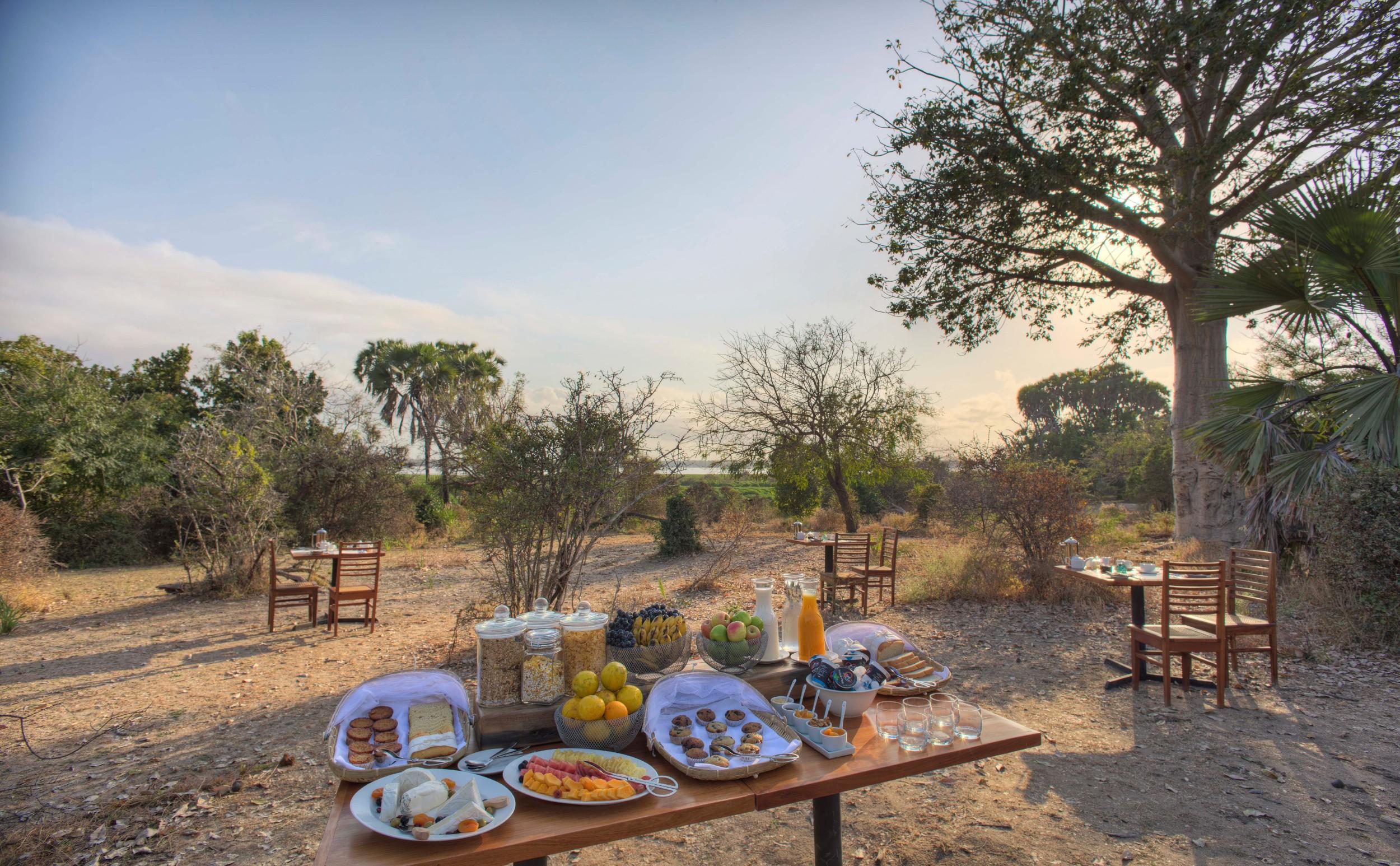 Breakfast-in-camp-roho.jpg