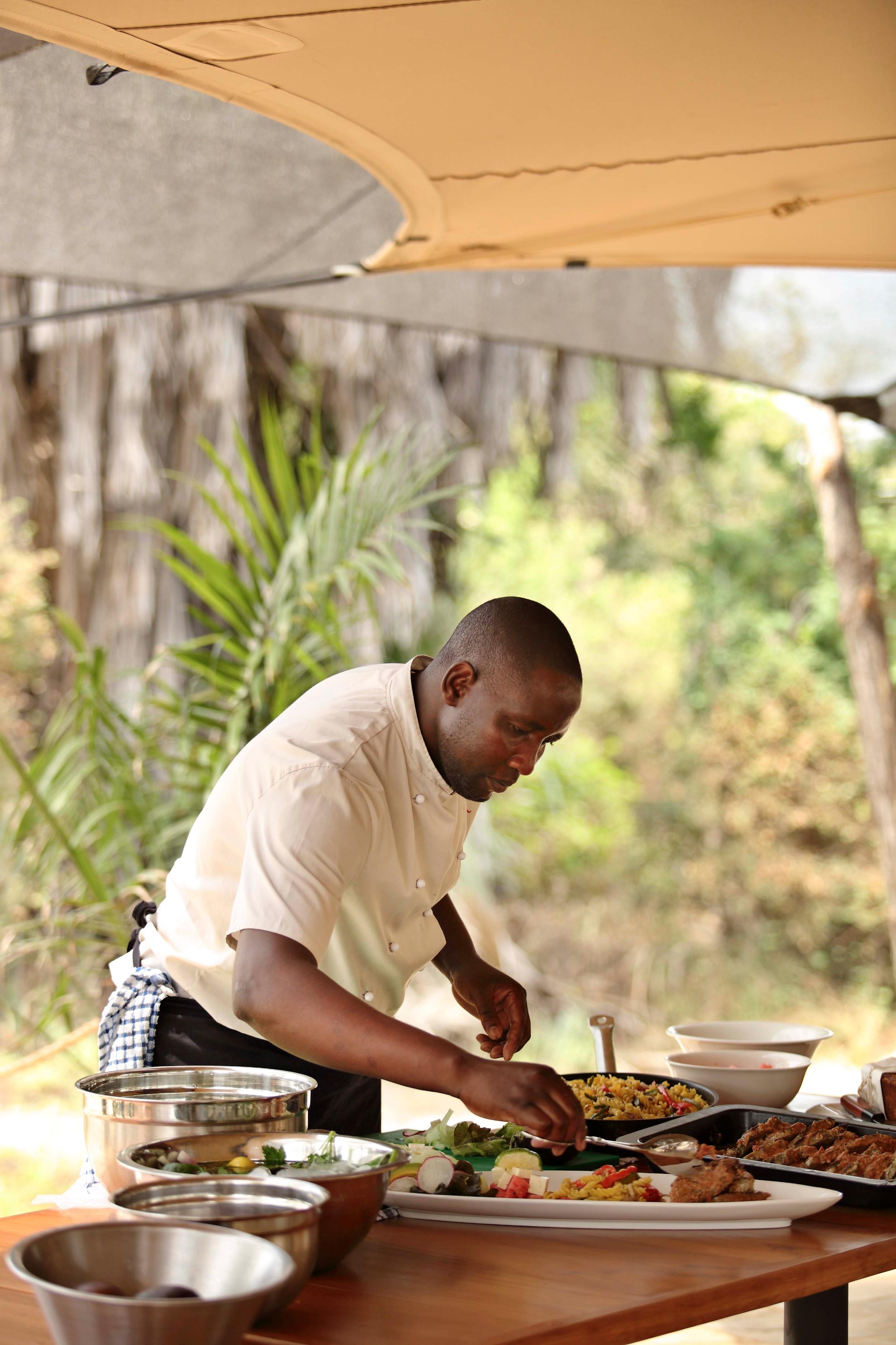 Chef-serving-luncg-Roho.jpg