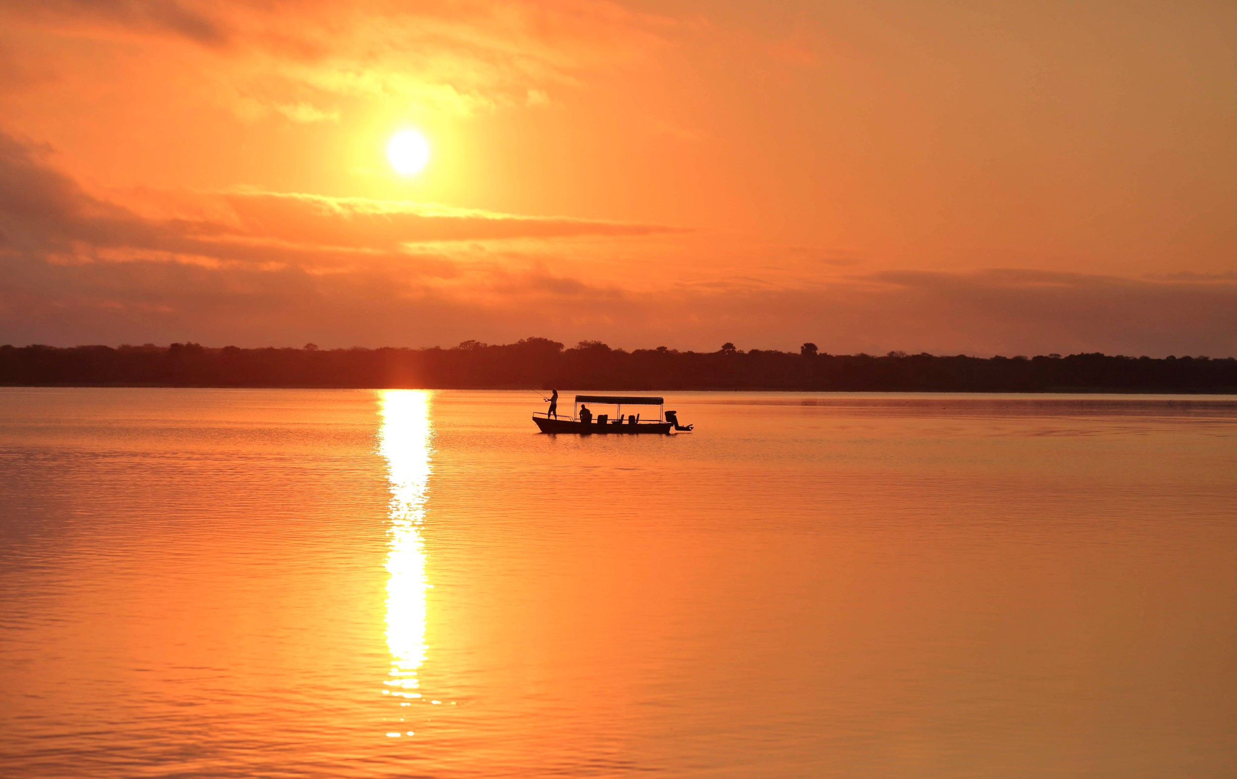 Fishing-at-sunrise-Roho.jpg