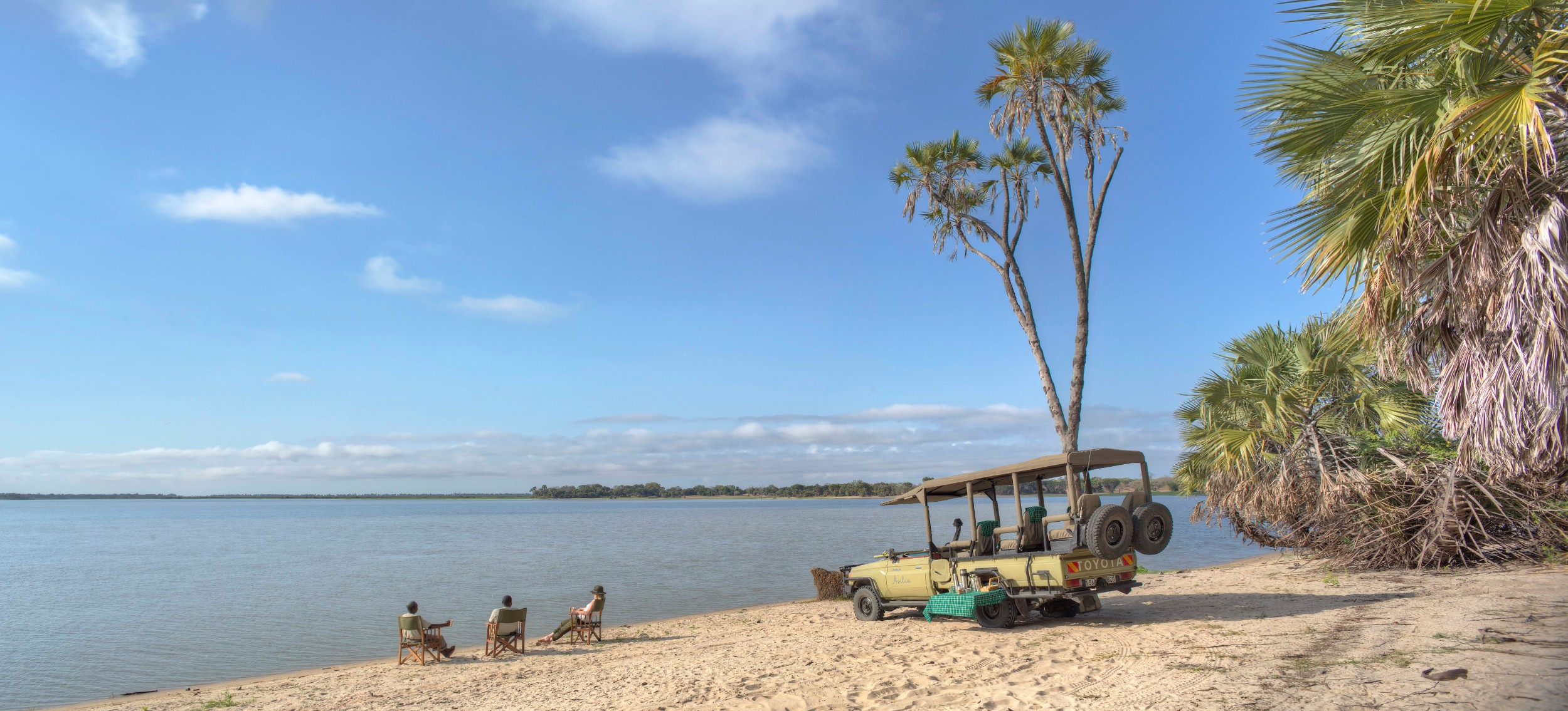 Mid-morning-stop-on-the-sandy-bays-of-the-lake-Roho.jpg