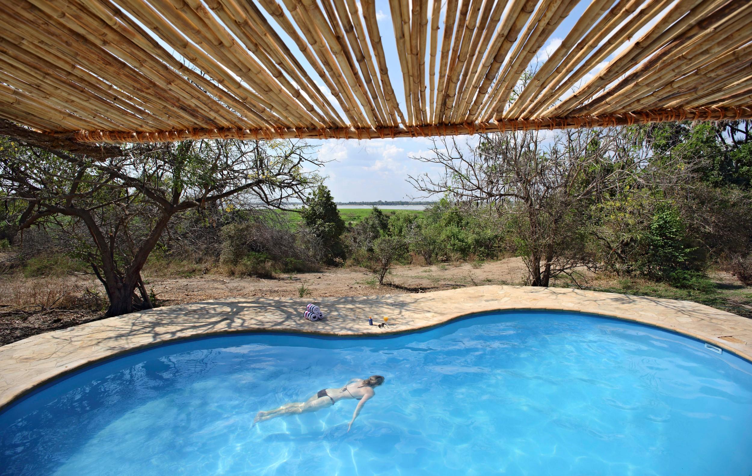 Swimming-pool-with-view-of-lake-Roho.jpg