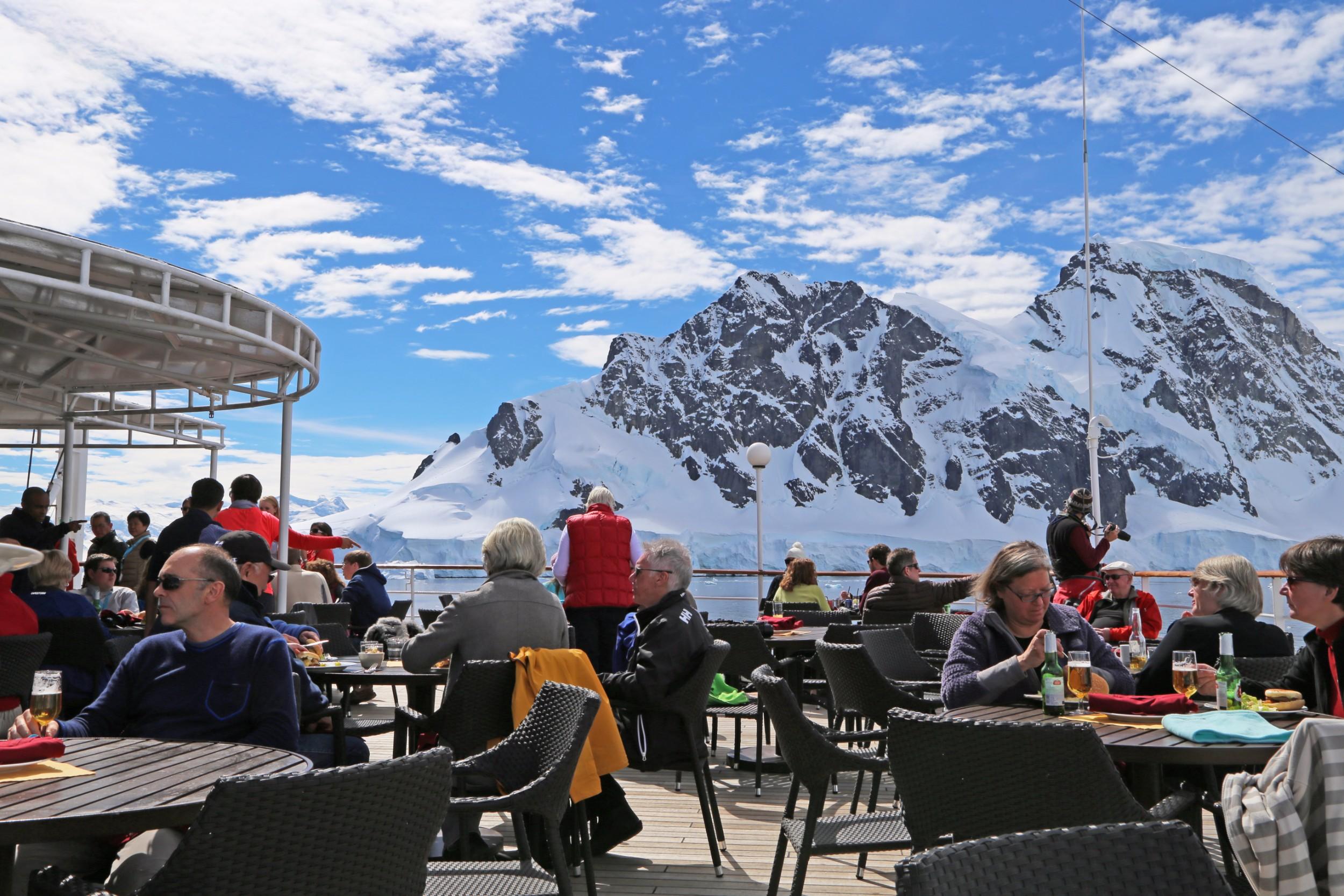 Polar Latitudes_SeaExplorer_Dining_On_Deck_Original_14236.jpg