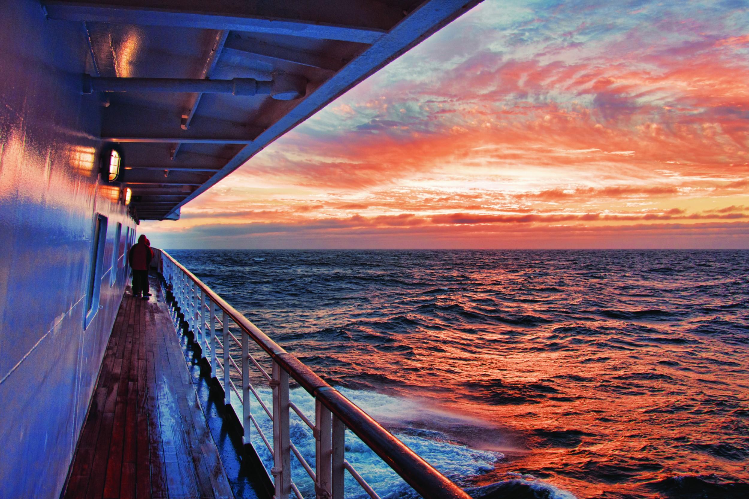 Polar Latitudes_SeaExplorer_Places_Sunset_deck_2_Original_14234.jpg