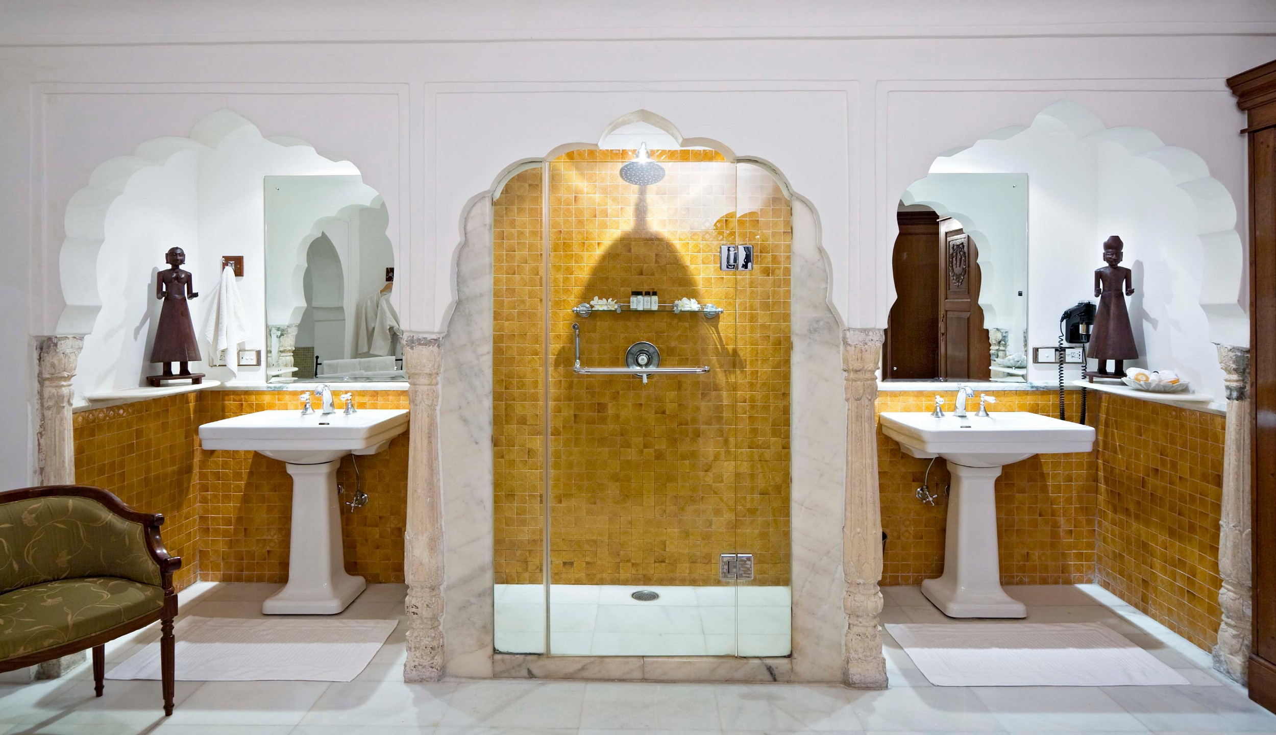30. en-suite baths.jpg
