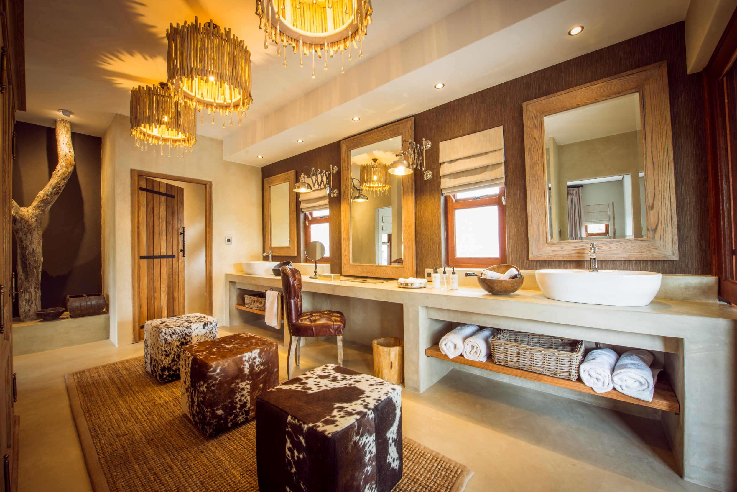 bush_lodge_-_luxury_villa_dressing_room_2.jpg