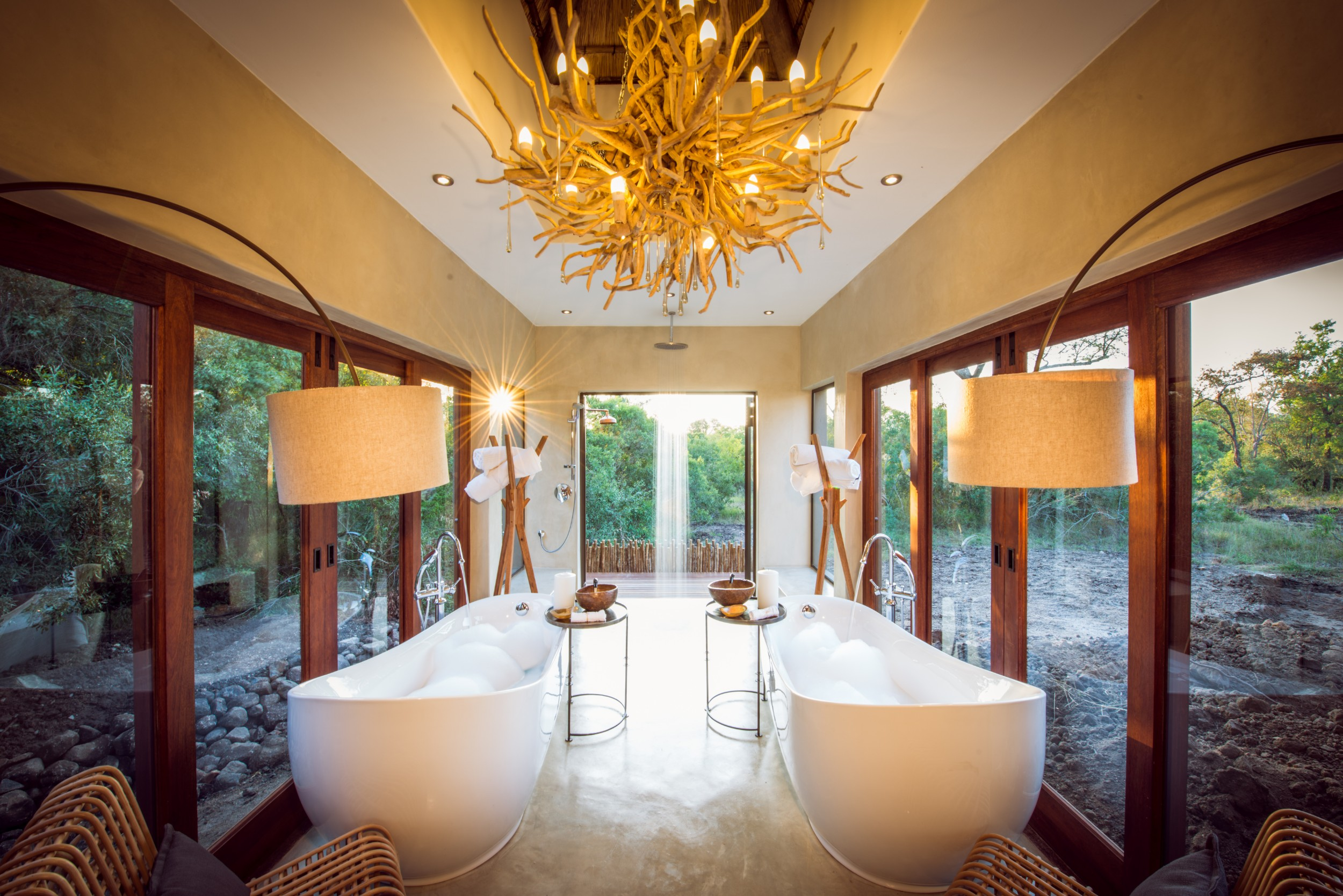 bush_lodge_-_luxury_villa_-_bathroom1.jpg