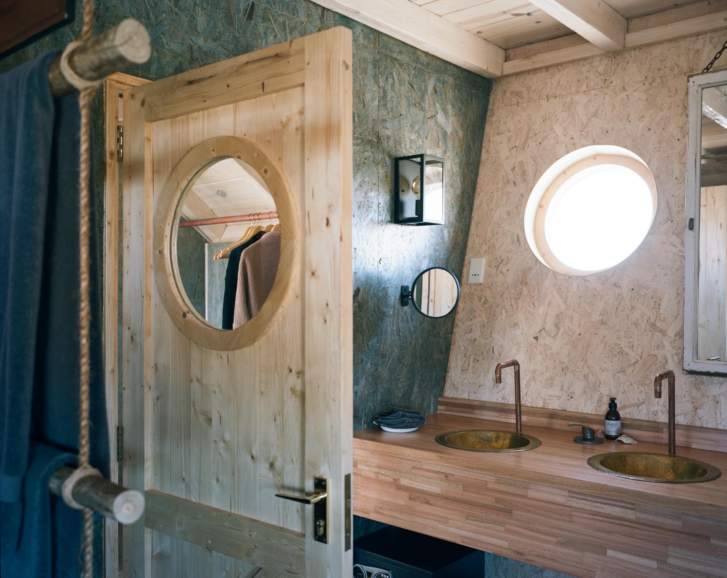 8Shipwreck Lodge - Accommodation - Bathroom sinks.jpg