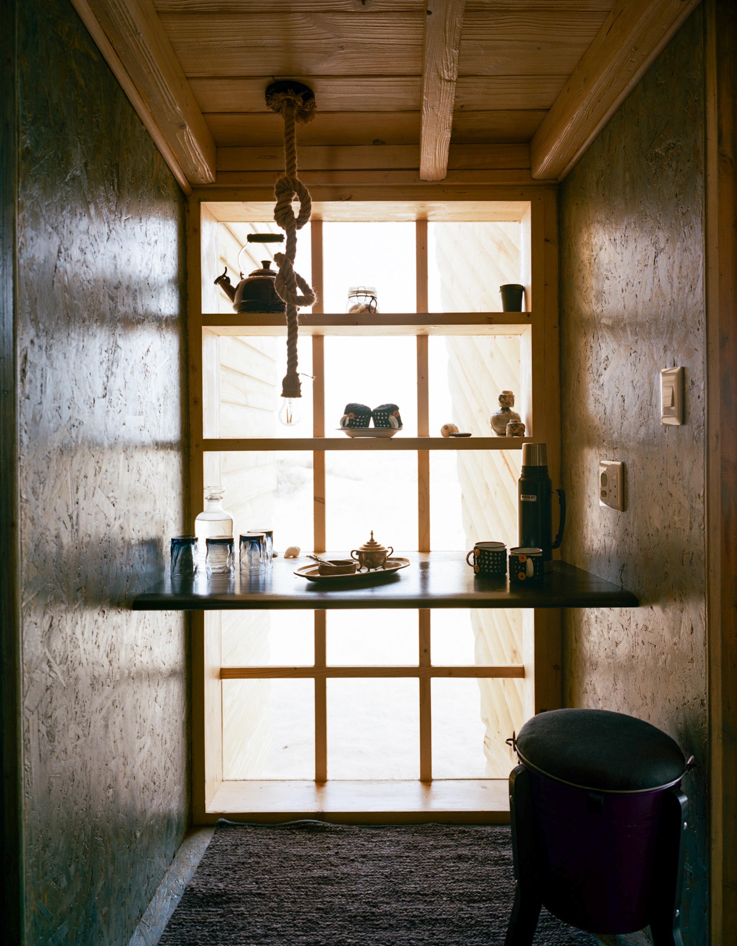 12Shipwreck Lodge - Accommodation - Desk & dressing area1.jpg