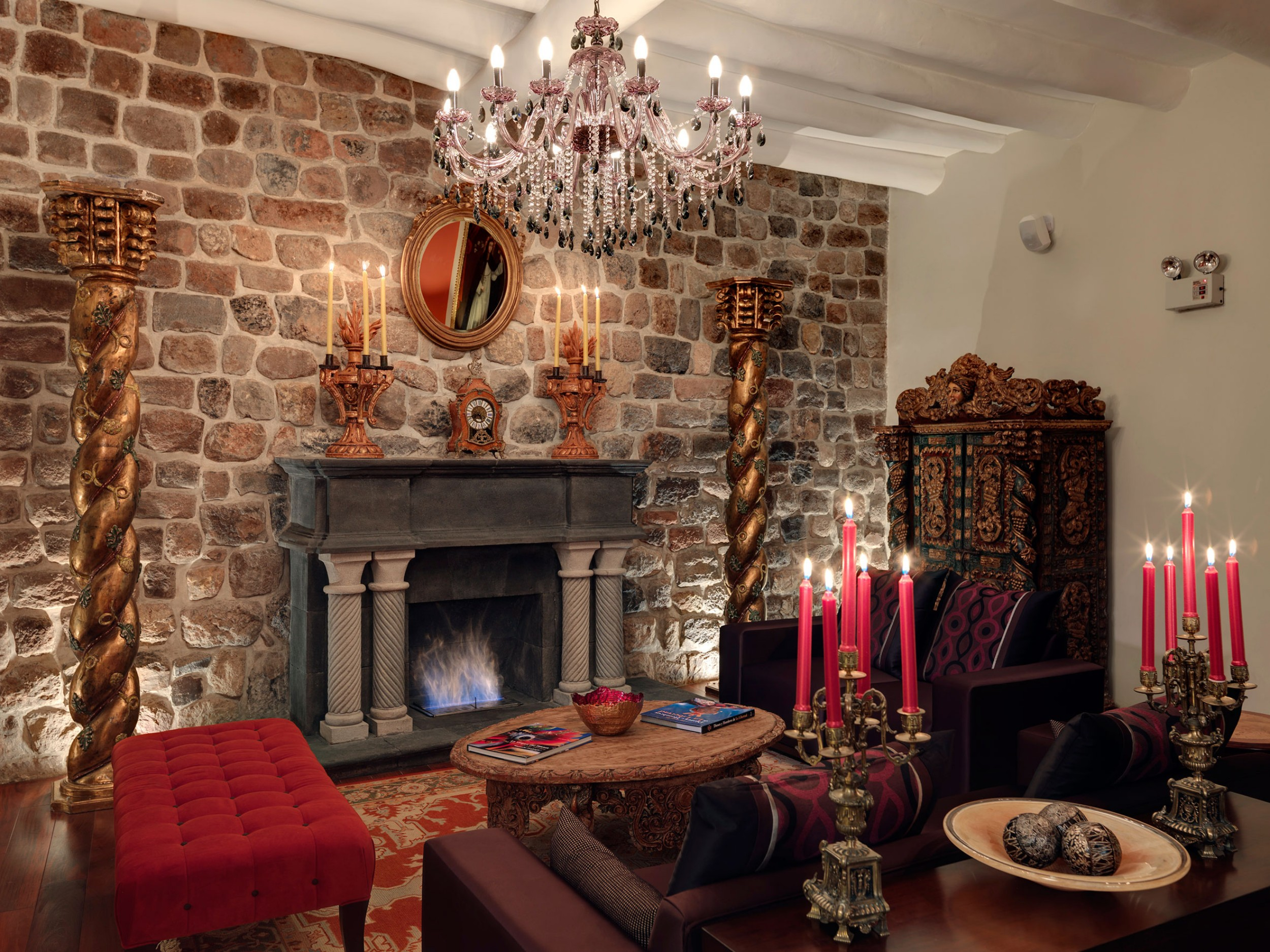 cusco-living-room-with-bawl.jpg