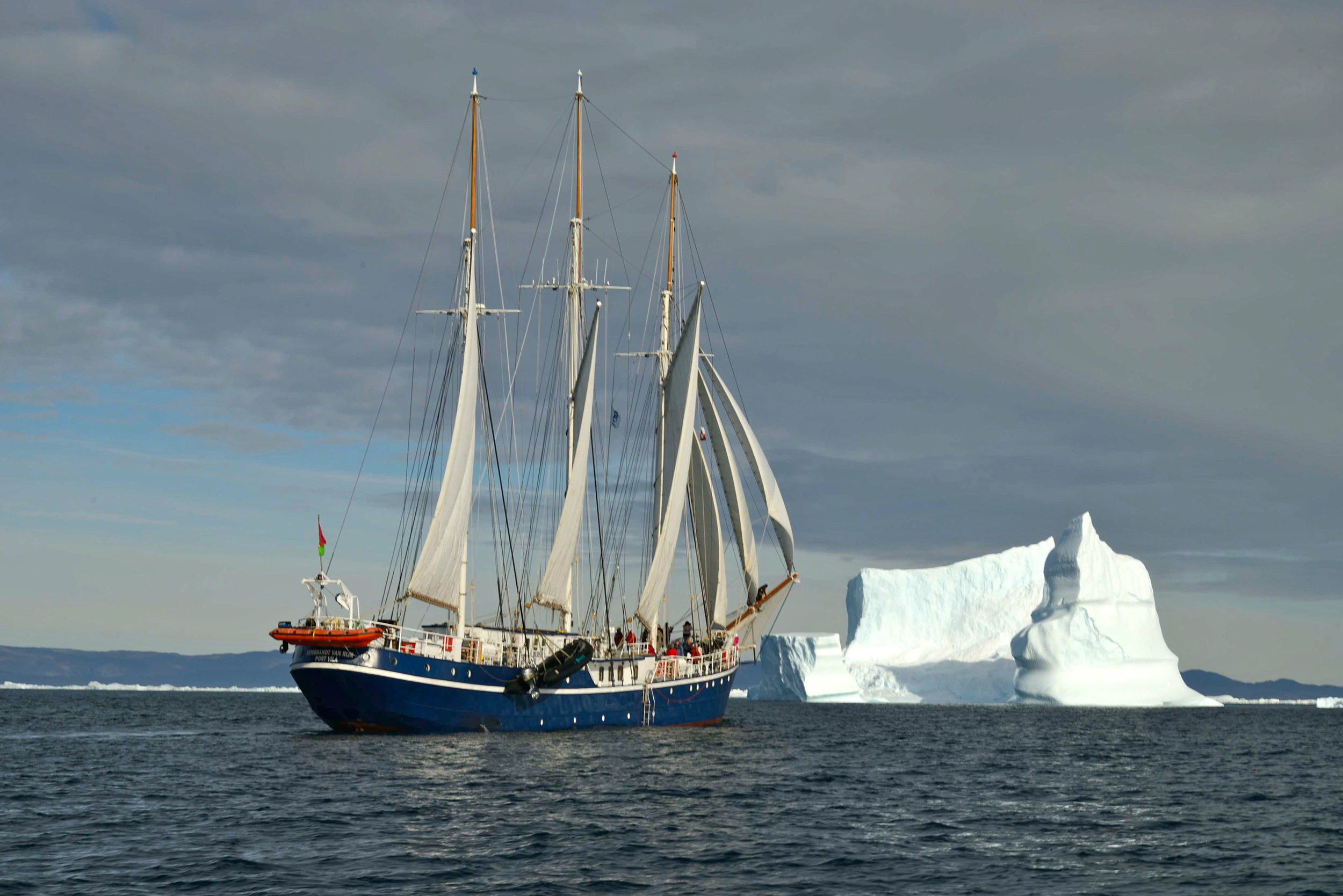 Rembrandt-van-Rijn-under-sail,-Greenland_Tarik-Checkchak.jpg