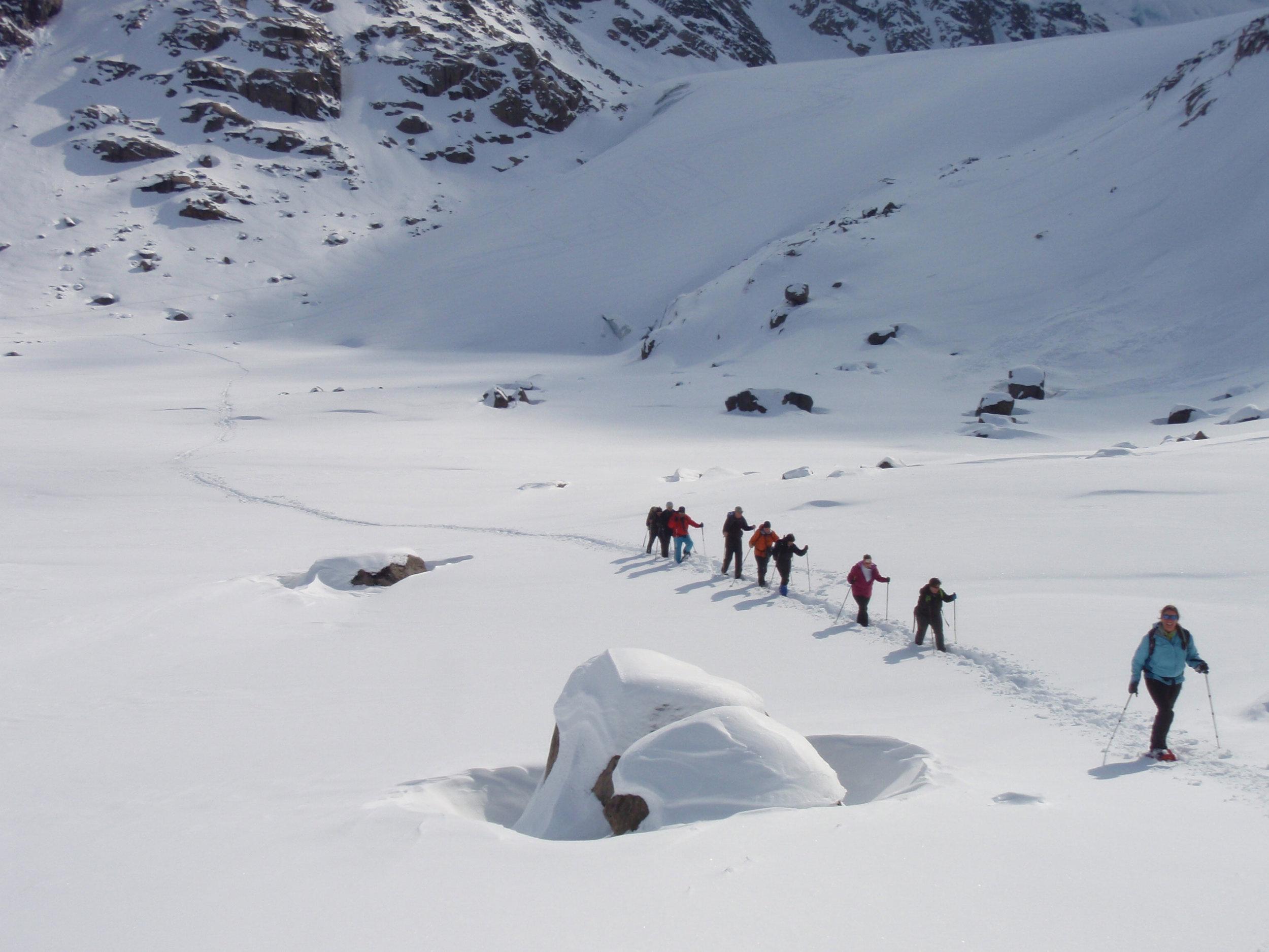 RVR-GREENLAND-Snowshoe-walking-on-Hamborgarland-2-c-Florian-Piper.jpg_Florian-Piper.jpg