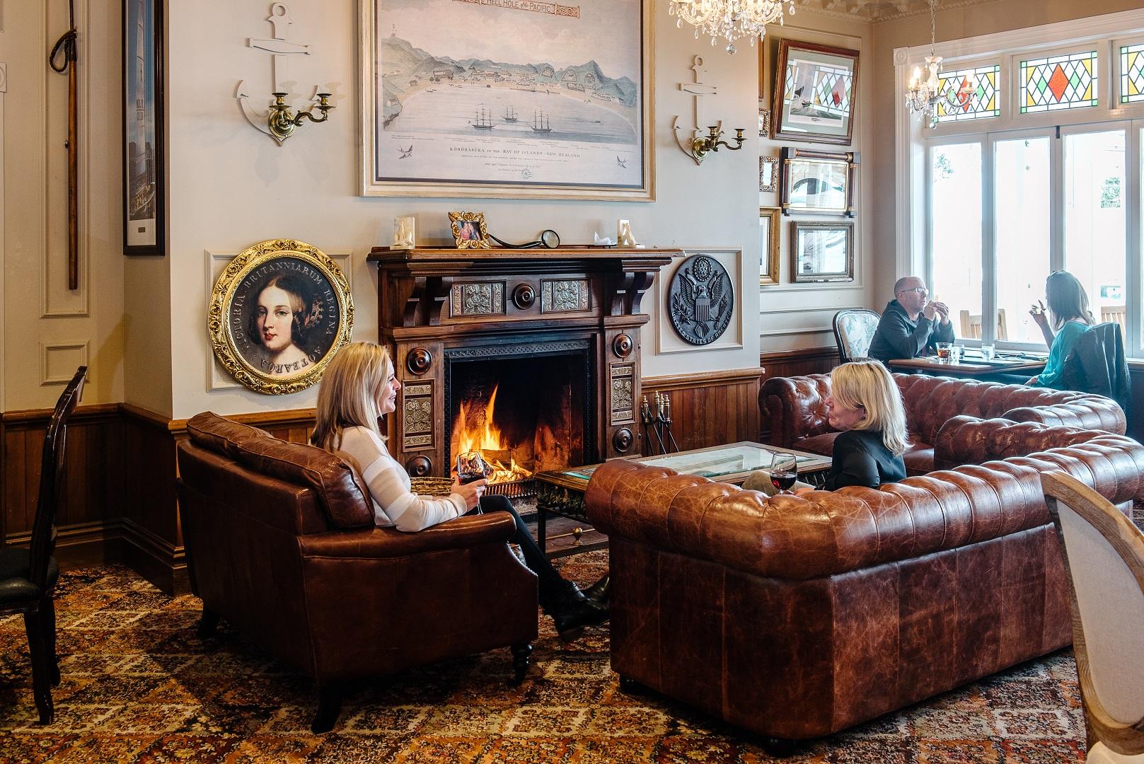 20170925_31-fireplace-with-window.jpg