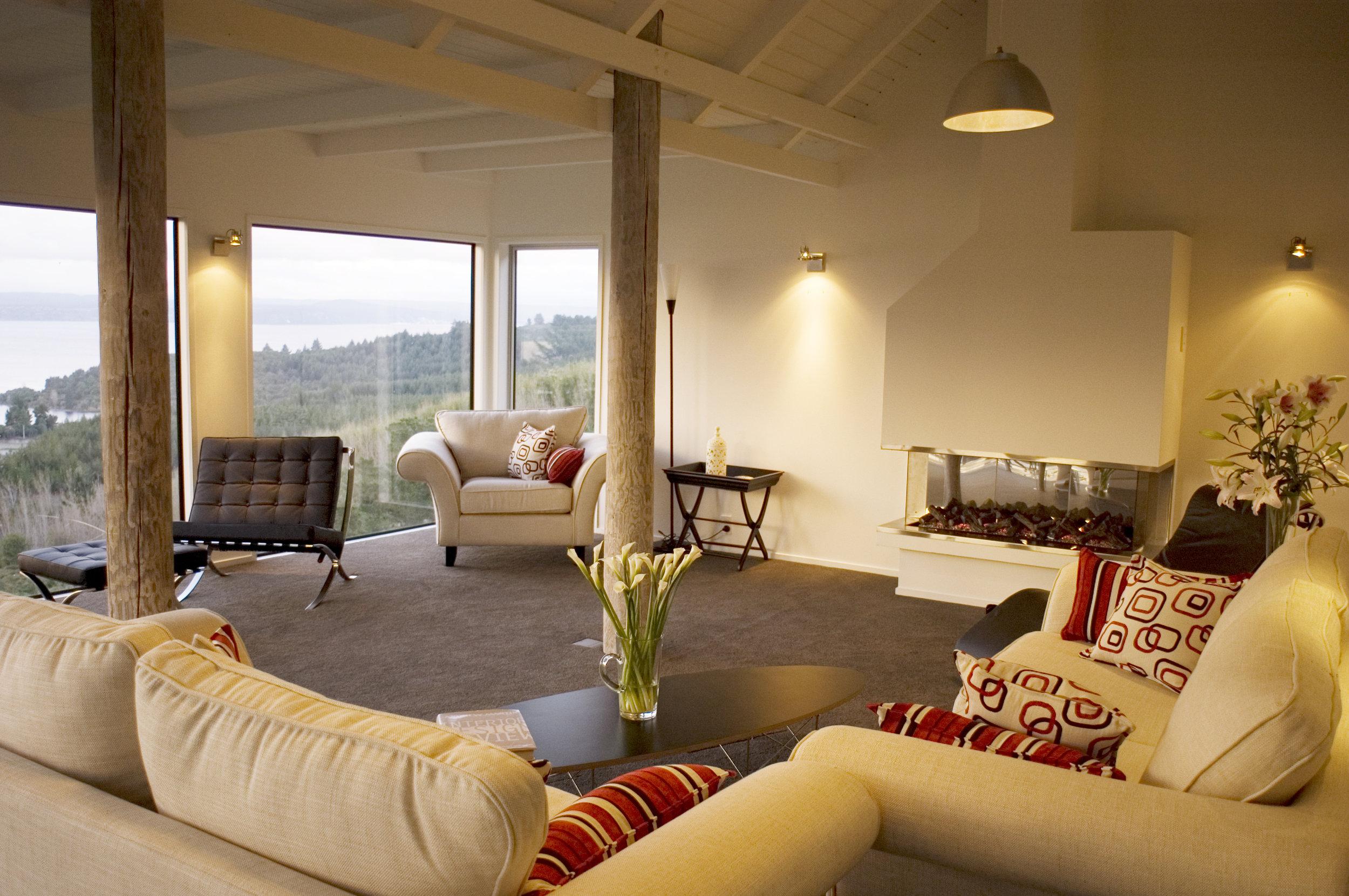 8. Acacia Cliffs Lodge-guest lounge.jpg