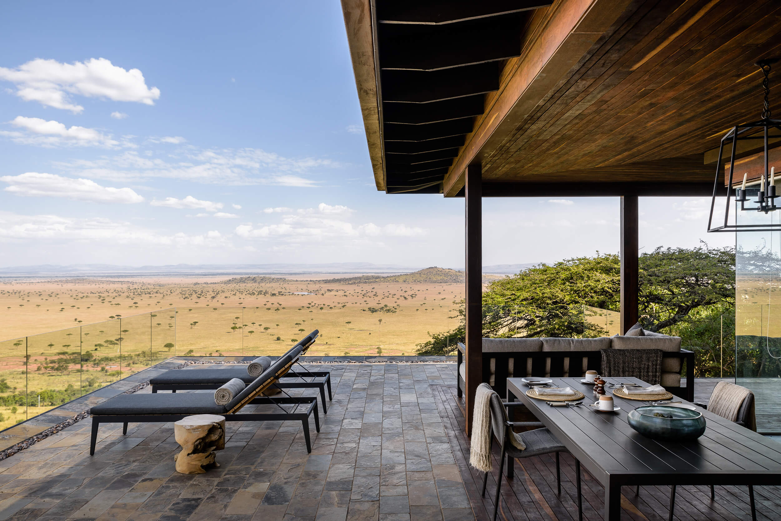 Hillside-Suite-Singita-Sasakwa-Lodge-Dining-on-the-Deck-with-a-View.jpg