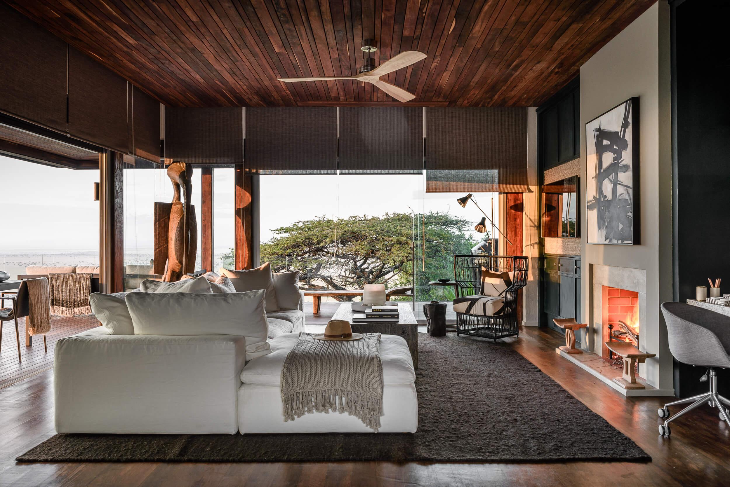 Hillside-Suite-Singita-Sasakwa-Lodge-Lounge-Area.jpg