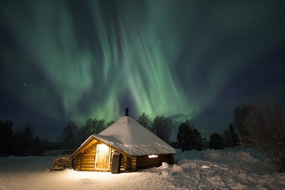 northern-lights-and-one-of-our-kota-buildings-here-in-rovaniemi-in-lapland-1000x667.jpg
