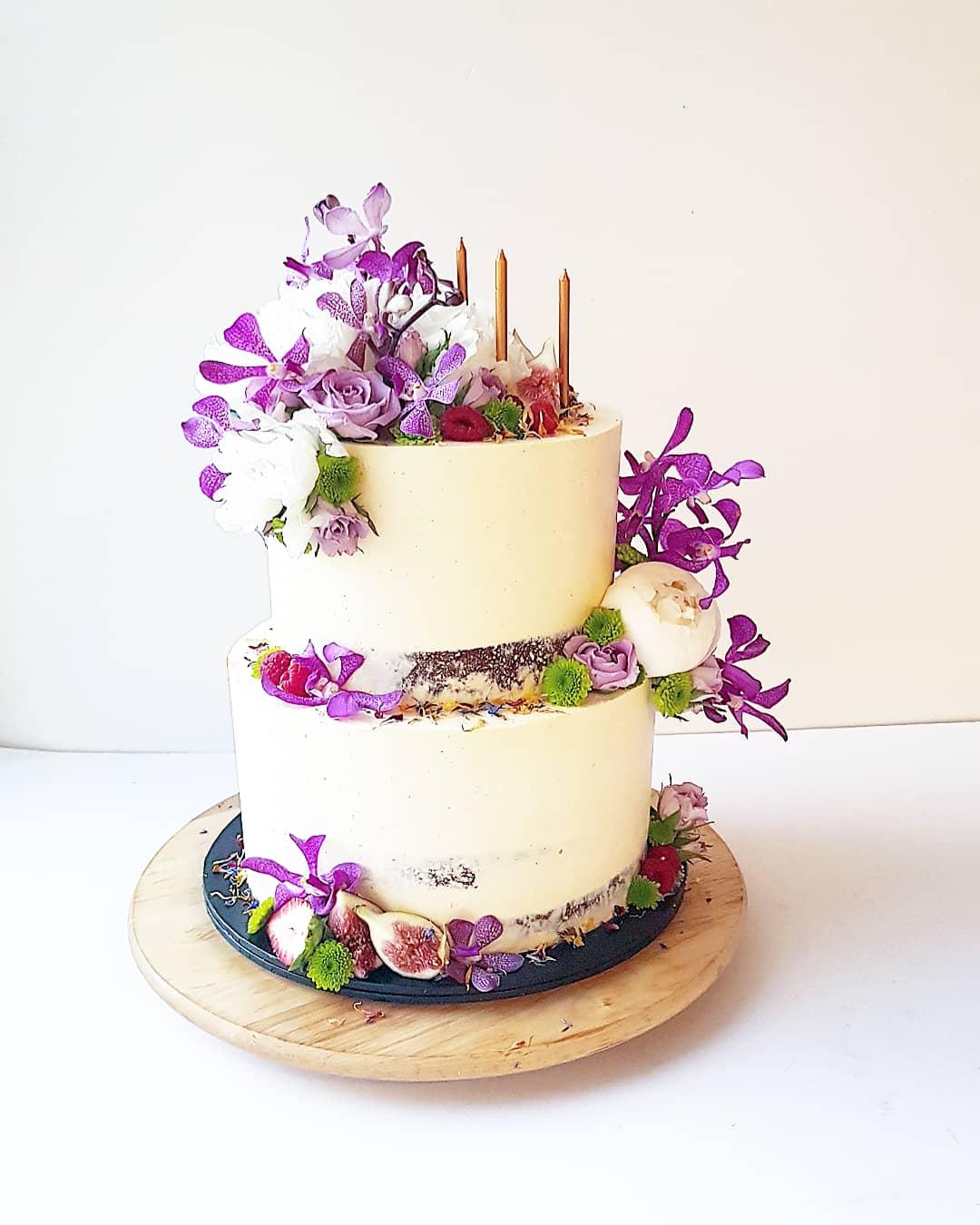 NAKED / SEMI NAKED CAKES