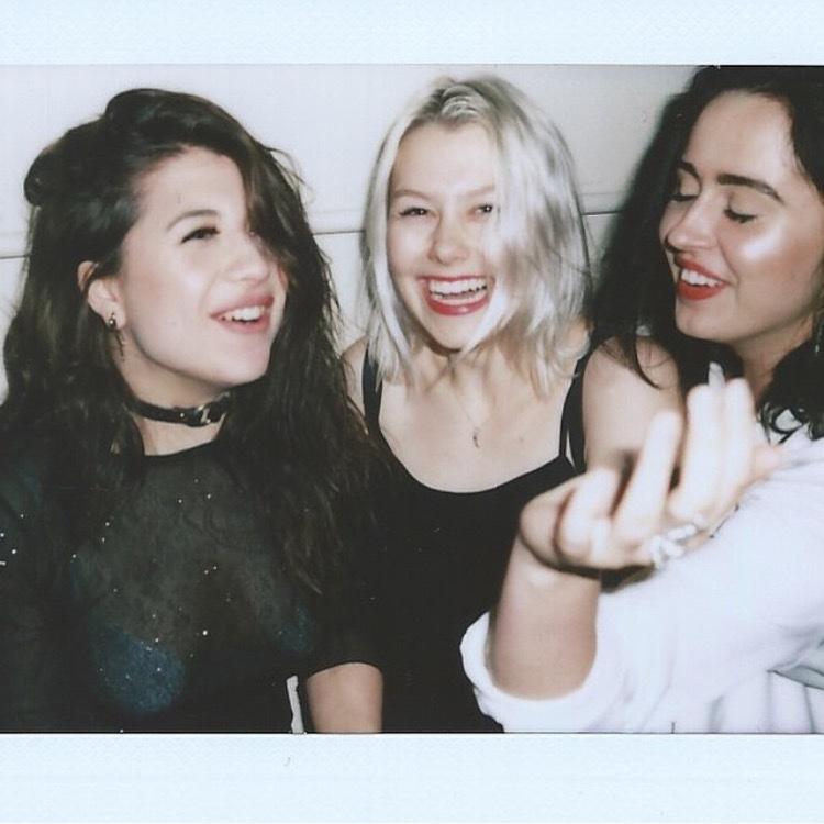 carlos-is-voldemort :     Phoebe, Chloe, Fiona      tbt cute girls
