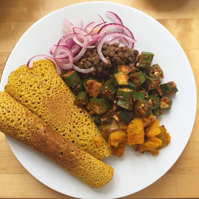 @magicseasonorganics okra stir fried with lots of onion garlic cumin and coriander and chickpea turmeric pancakes . . . #plantbased #veggie #healthyfood #okra