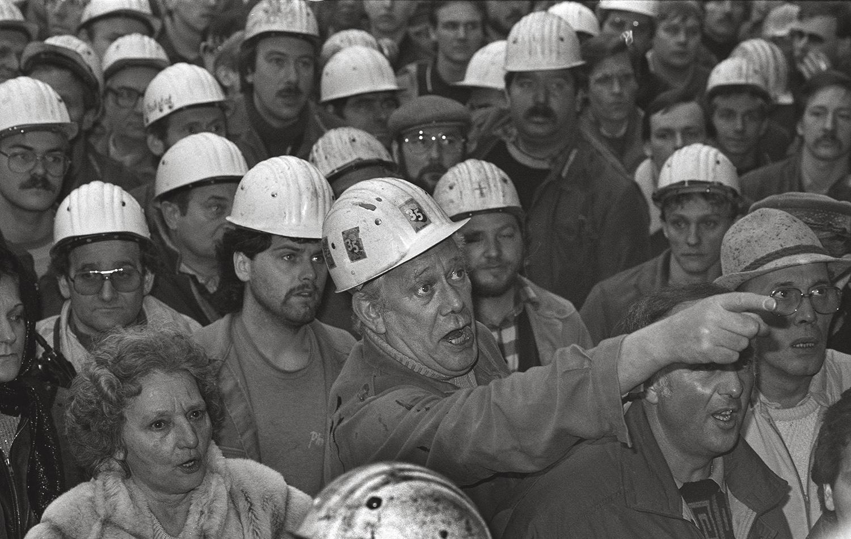 Demonstration vor dem Krupp Stahlwerk