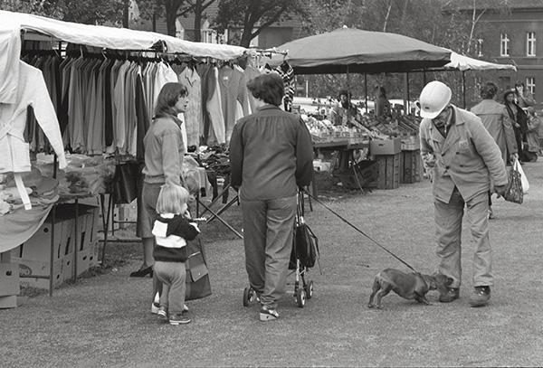 Die Eier sind gekauft. Was reden die Damen, was denkt das Kind, was riecht der Hund am rechten Bein der arbeitenden Bevölkerung? Jeder redet über Preise, keiner über Marktwirtschaft.