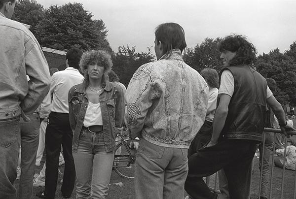 Open-Air-Konzert in Gelsenkirchen 1988. Besonders beliebt, wenn auch der Eintritt frei ist. Typisch: Kein Dach über dem Kopf, aber den blauen Himmel an der Ruhr genießen. Schöne Aussichten!