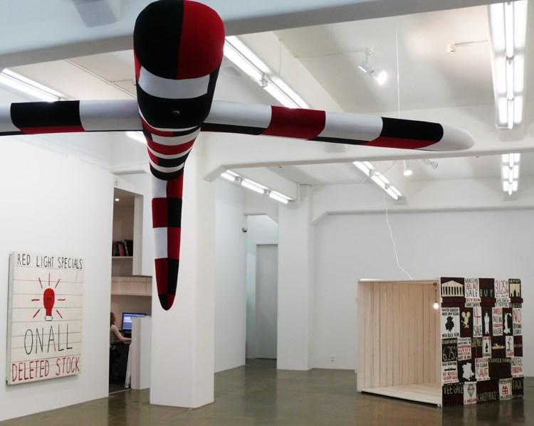 Vista de la exhibición Sold Out: Works From The 1990's